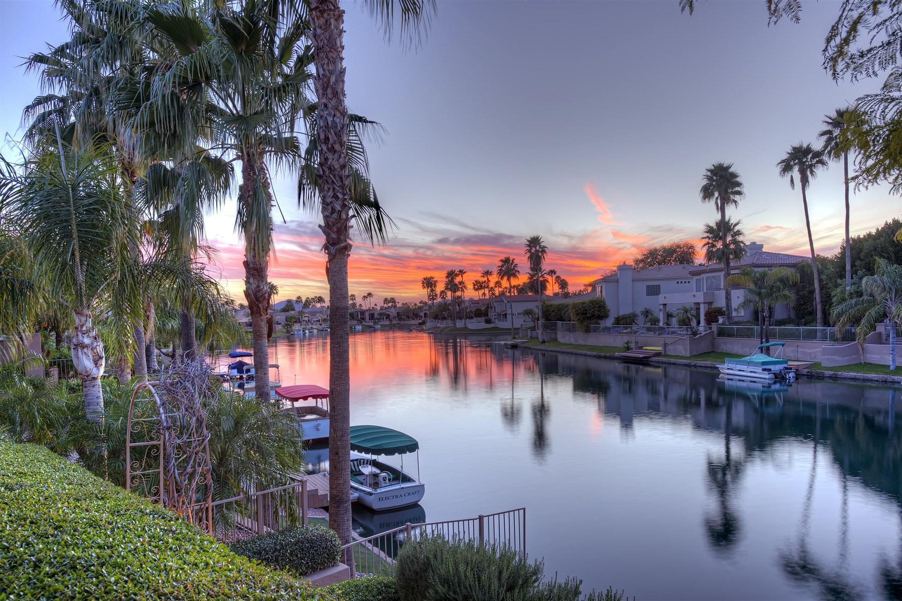 Nhà ở một gia đình vì Bán tại Waterfront Chic on Lake Serena in Scottsdale 10282 N 103rd Street Scottsdale, Arizona 85258 Hoa Kỳ