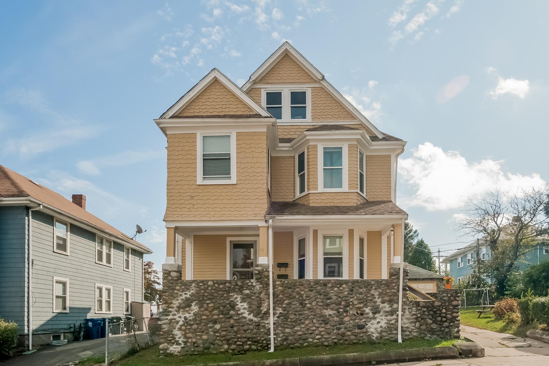 Nhà ở nhiều gia đình vì Bán tại 41 Pierce Avenue Dorchester, Boston, Massachusetts 02122 Hoa Kỳ