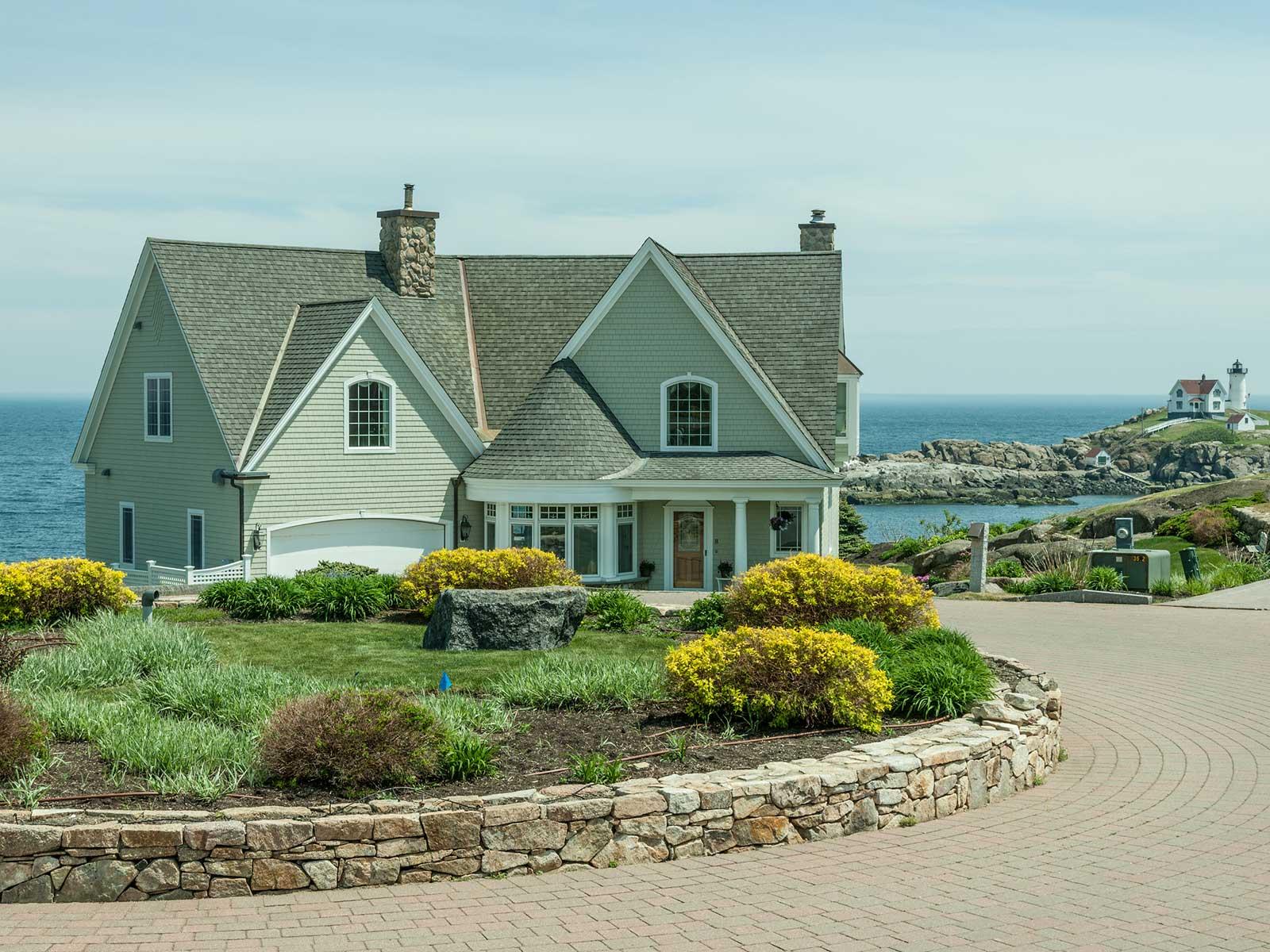 獨棟家庭住宅 為 出售 在 Bold Ocean and Nubble Lighthouse Views 8 Lighthouse Watch York, 緬因州 03909 美國