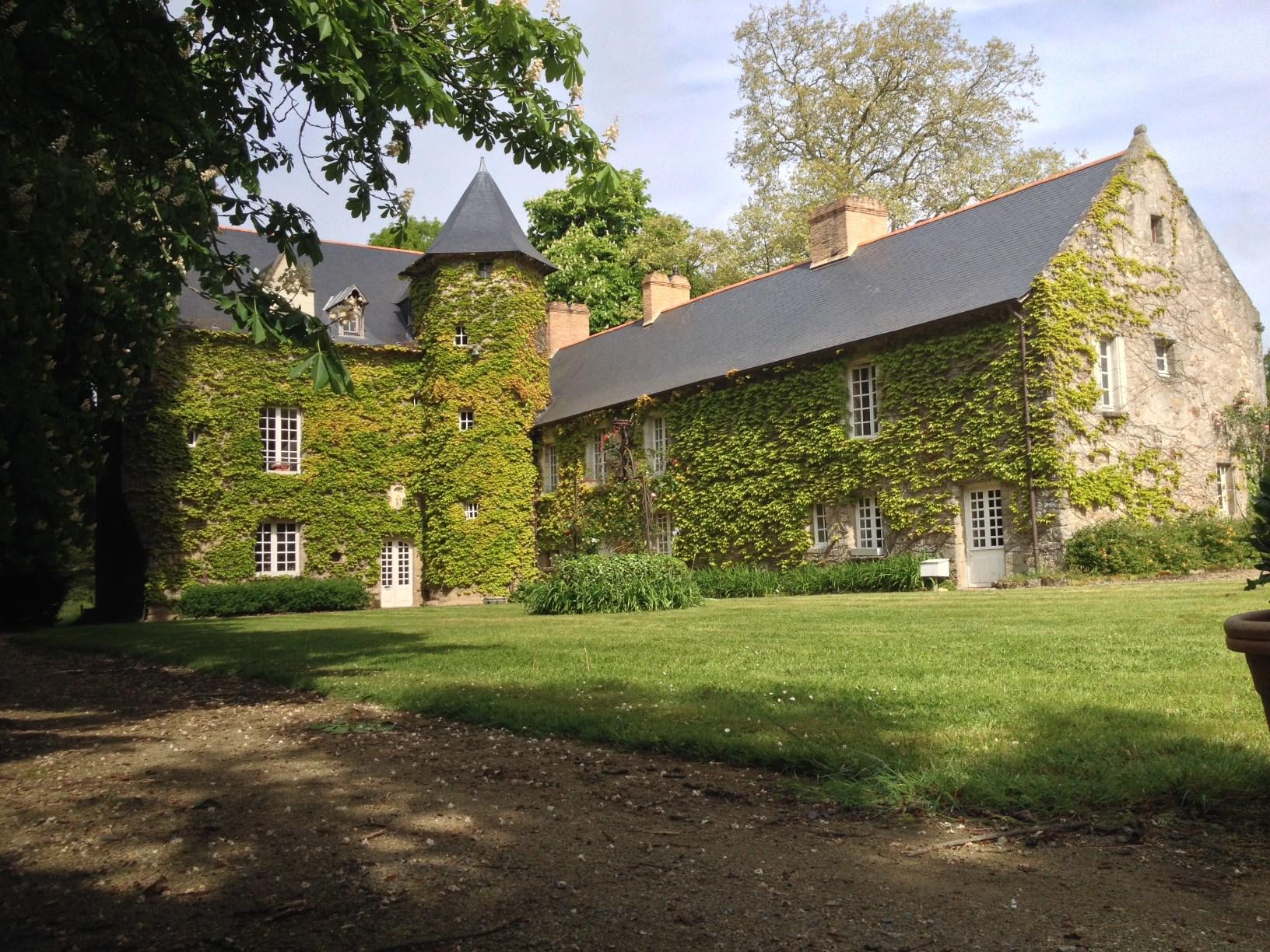 Single Family Home for Sale at ELEGANT MANOIR DU XVème SIECLE CHARGE D'HISTOIRE ,AU CALME, SUR UN PARC DE 4ha Other Pays De La Loire, Pays De La Loire 44800 France