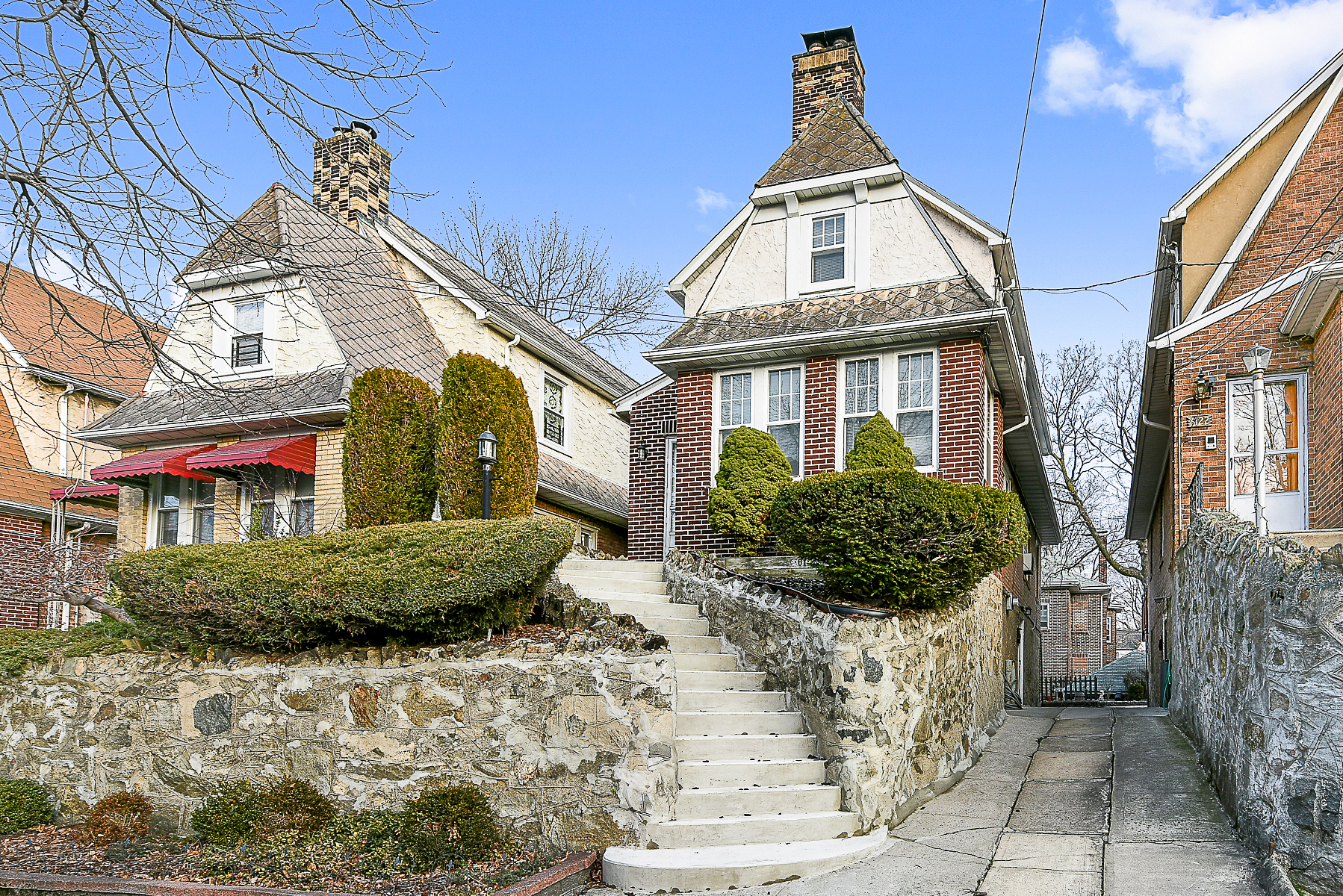 Maison unifamiliale pour l Vente à Detached Single Family Brick Home 6126 Tyndall Avenue Riverdale, New York, 10471 États-Unis