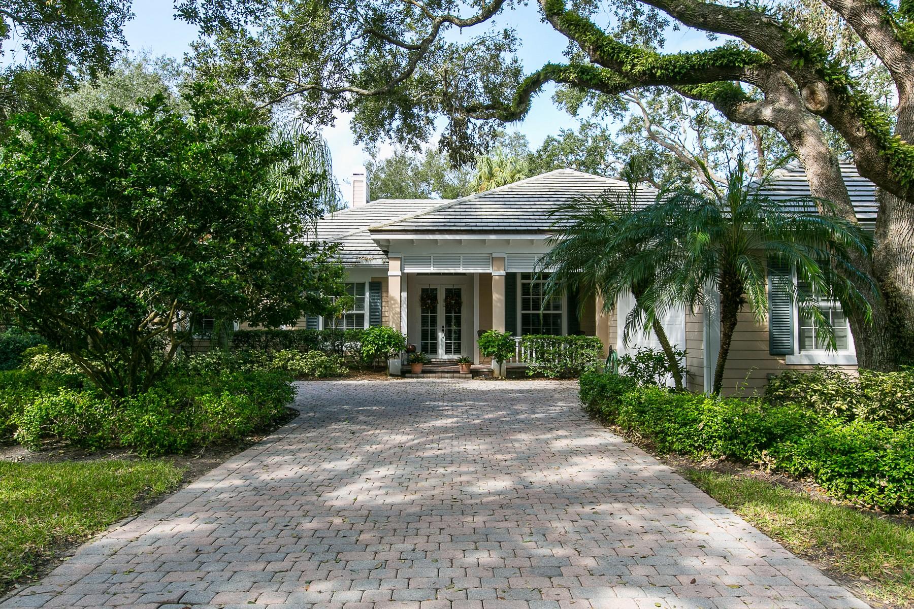 Casa para uma família para Venda às Elegant Custom Home in Indian Trails 671 N Tomahawk Trl Indian River Shores, Florida, 32963 Estados Unidos