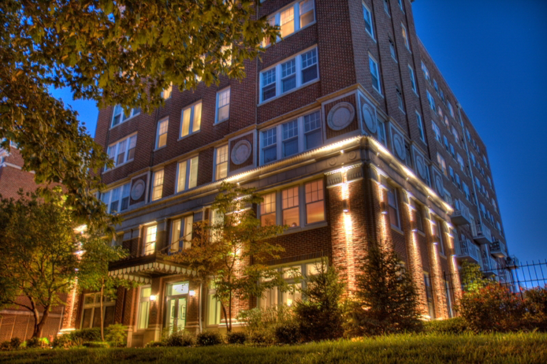 Condominium for Sale at Super Chic 2 BR Condo 5330 Pershing Ave # 502 St. Louis, Missouri, 63112 United States