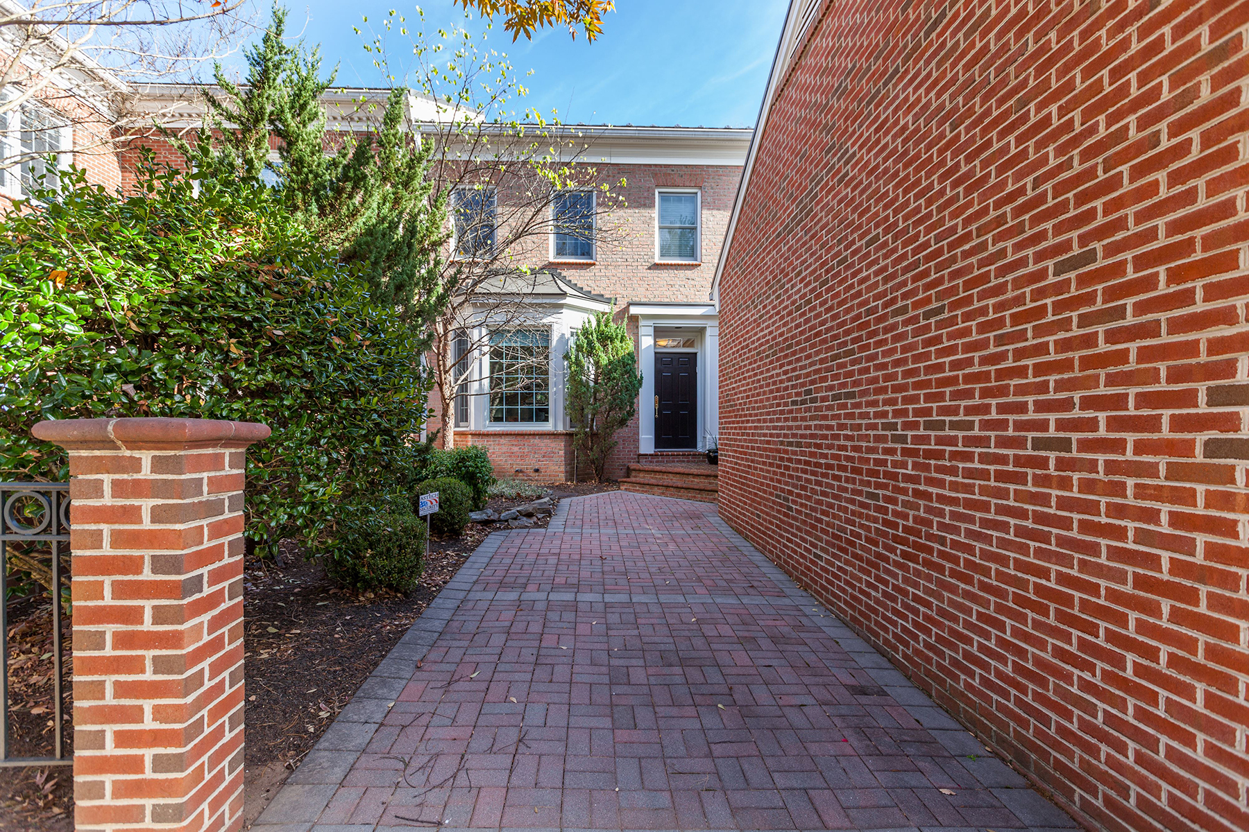 Townhouse for Sale at 10811 Hidden Trail Court, Potomac 10811 Hidden Trail Ct Potomac, Maryland, 20854 United States