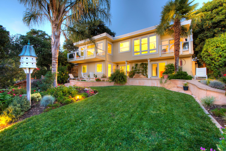 Einfamilienhaus für Verkauf beim Stunning Home with Priceless Views 26 Knolltop Court Novato, Kalifornien 94945 Vereinigte Staaten
