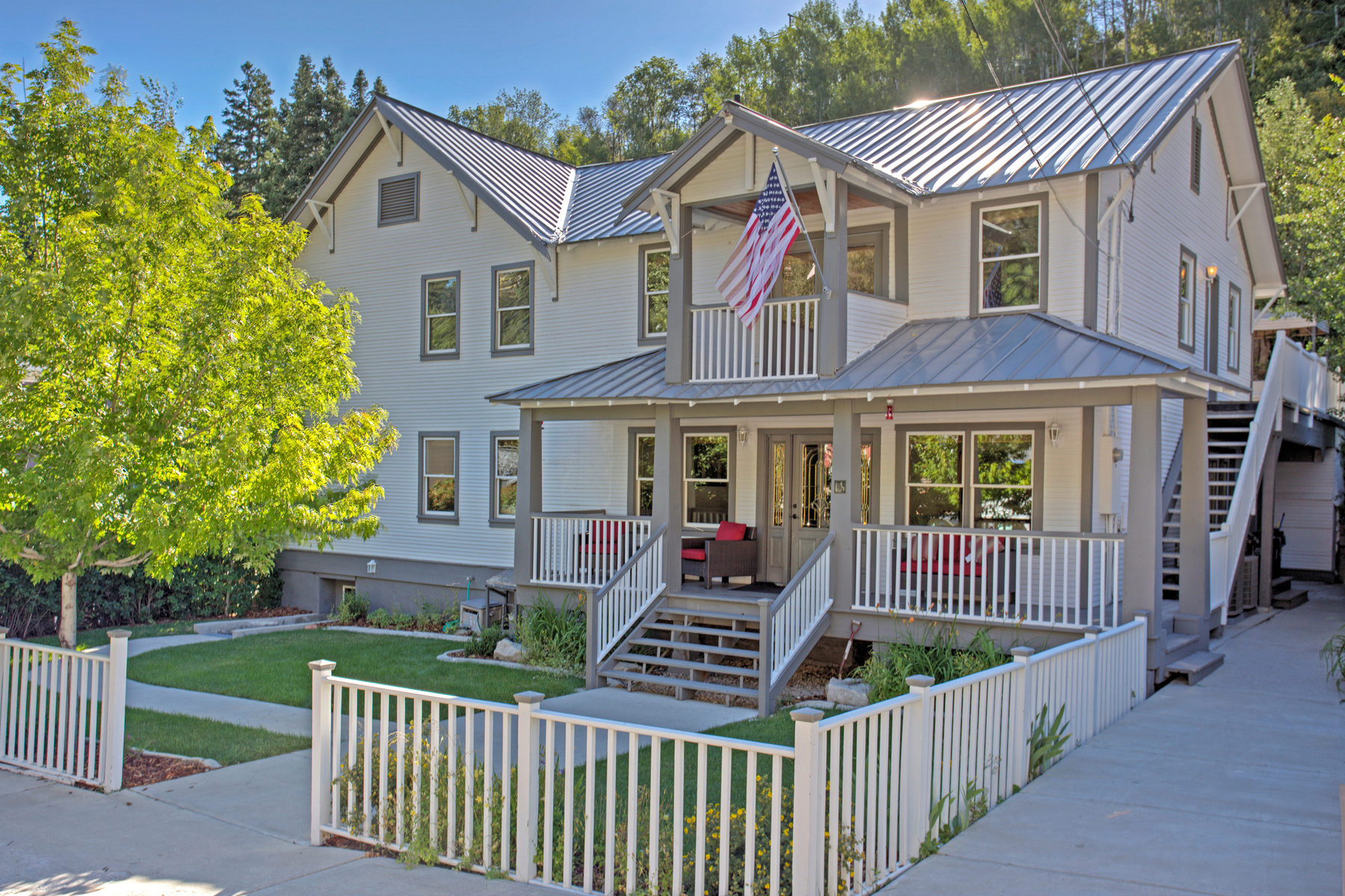 Villa per Vendita alle ore Bea's Canyon Lodge on The Market For The First Time Since 1955! 167 Daly Ave Park City, Utah 84060 Stati Uniti