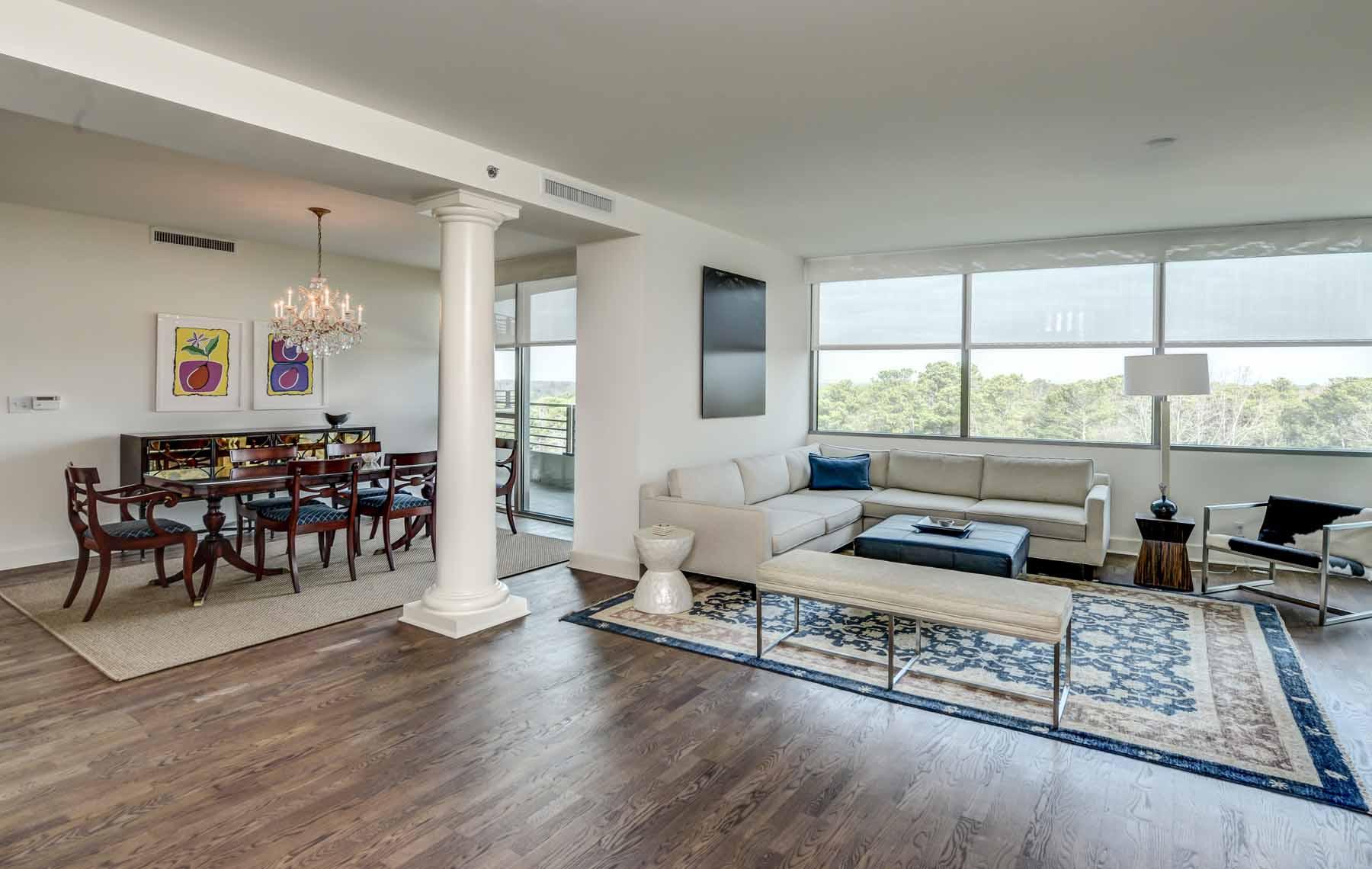 Condomínio para Venda às Elegant 3 Bedroom Condo 700 Park Regency Pl 1301 Atlanta, Geórgia, 30326 Estados Unidos