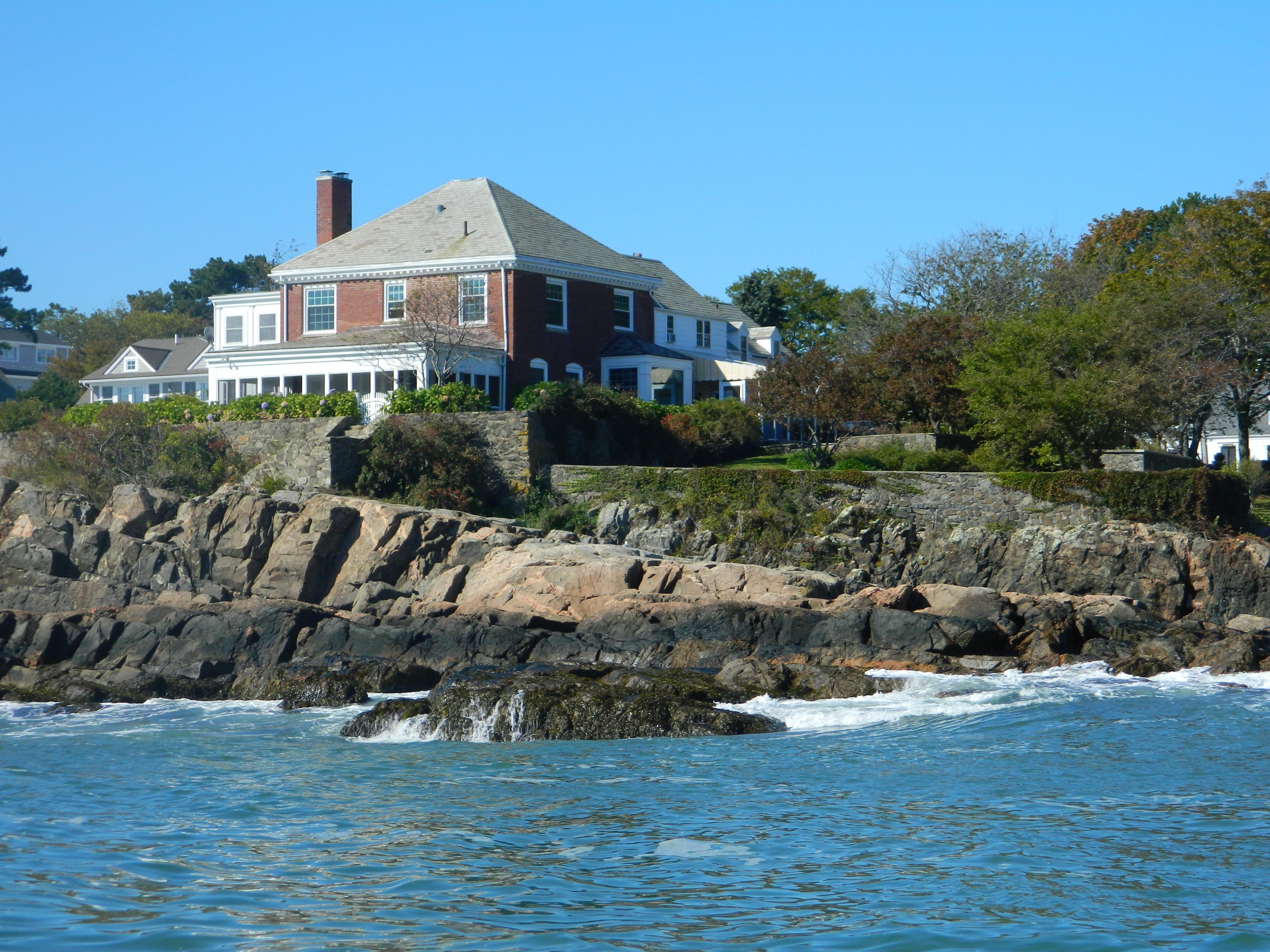 Einfamilienhaus für Verkauf beim Oceanfront Estate 2 and 4 Coolidge Road Marblehead, Massachusetts 01945 Vereinigte Staaten