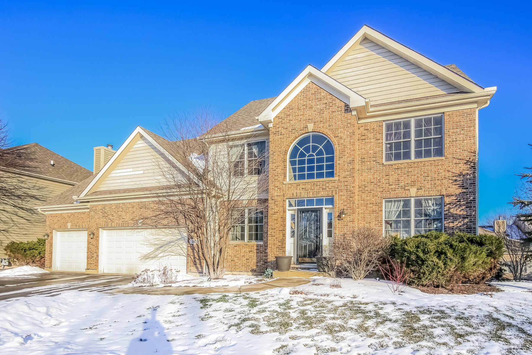 Casa Unifamiliar por un Venta en GOLF COMMUNITY 10 Point O Woods Court Lake In The Hills, Illinois 60156 Estados Unidos