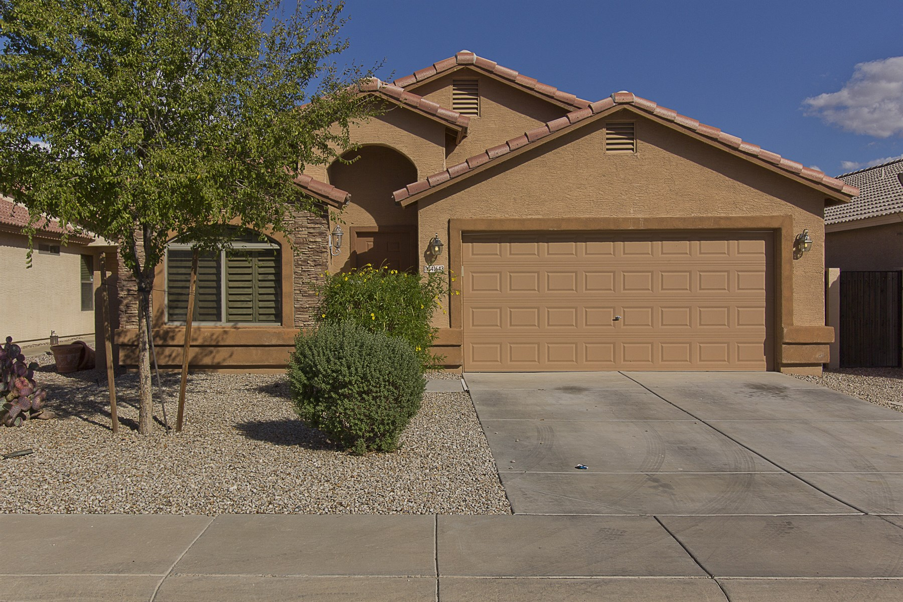 Single Family Home for Sale at Lovely home in a wonderful neighborhood 41643 N Ranch Dr San Tan Valley, Arizona 85140 United States