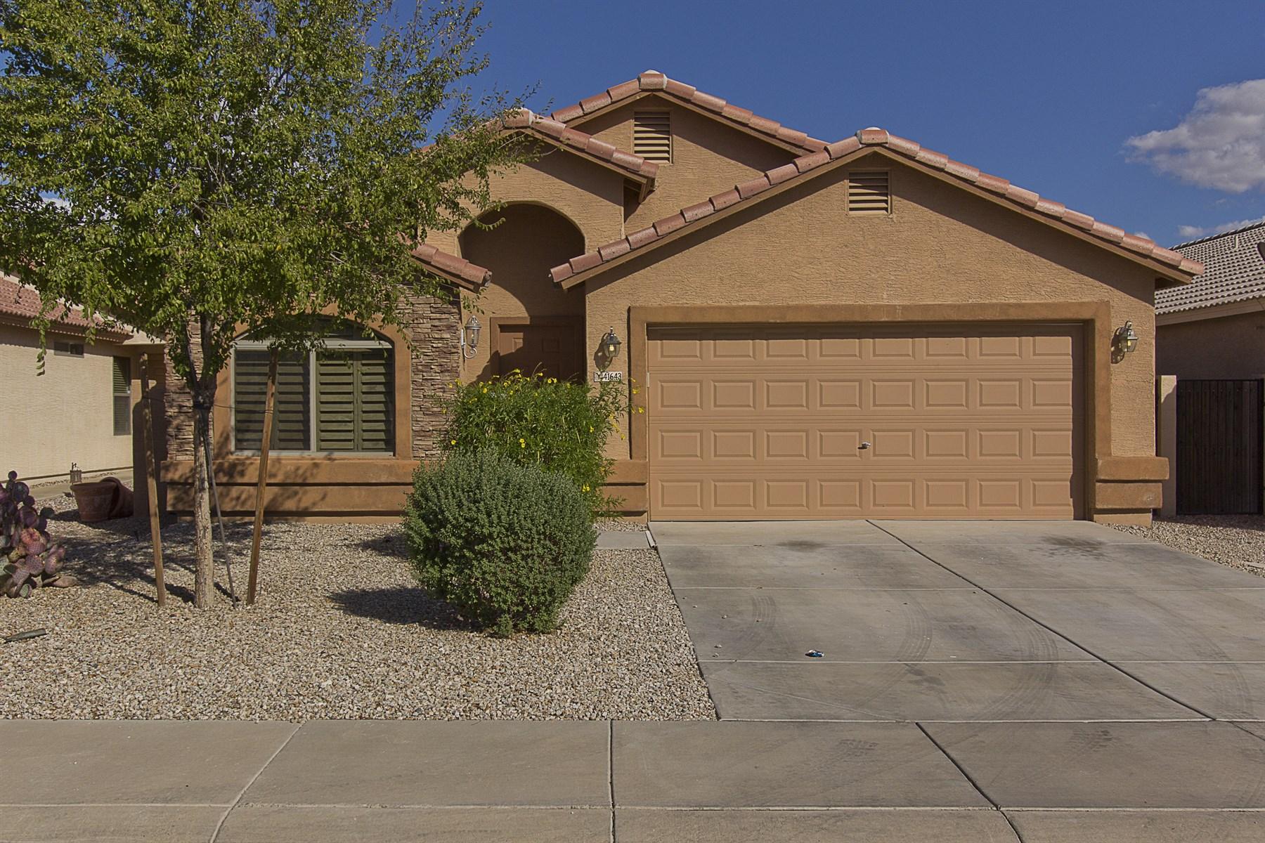 Villa per Vendita alle ore Lovely home in a wonderful neighborhood 41643 N Ranch Dr San Tan Valley, Arizona 85140 Stati Uniti