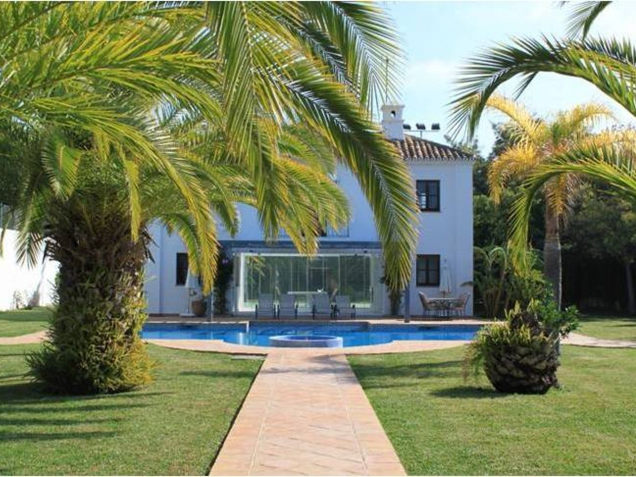 Maison unifamiliale pour l Vente à New villa located close to the sea Marbella, Costa Del Sol, 29679 Espagne