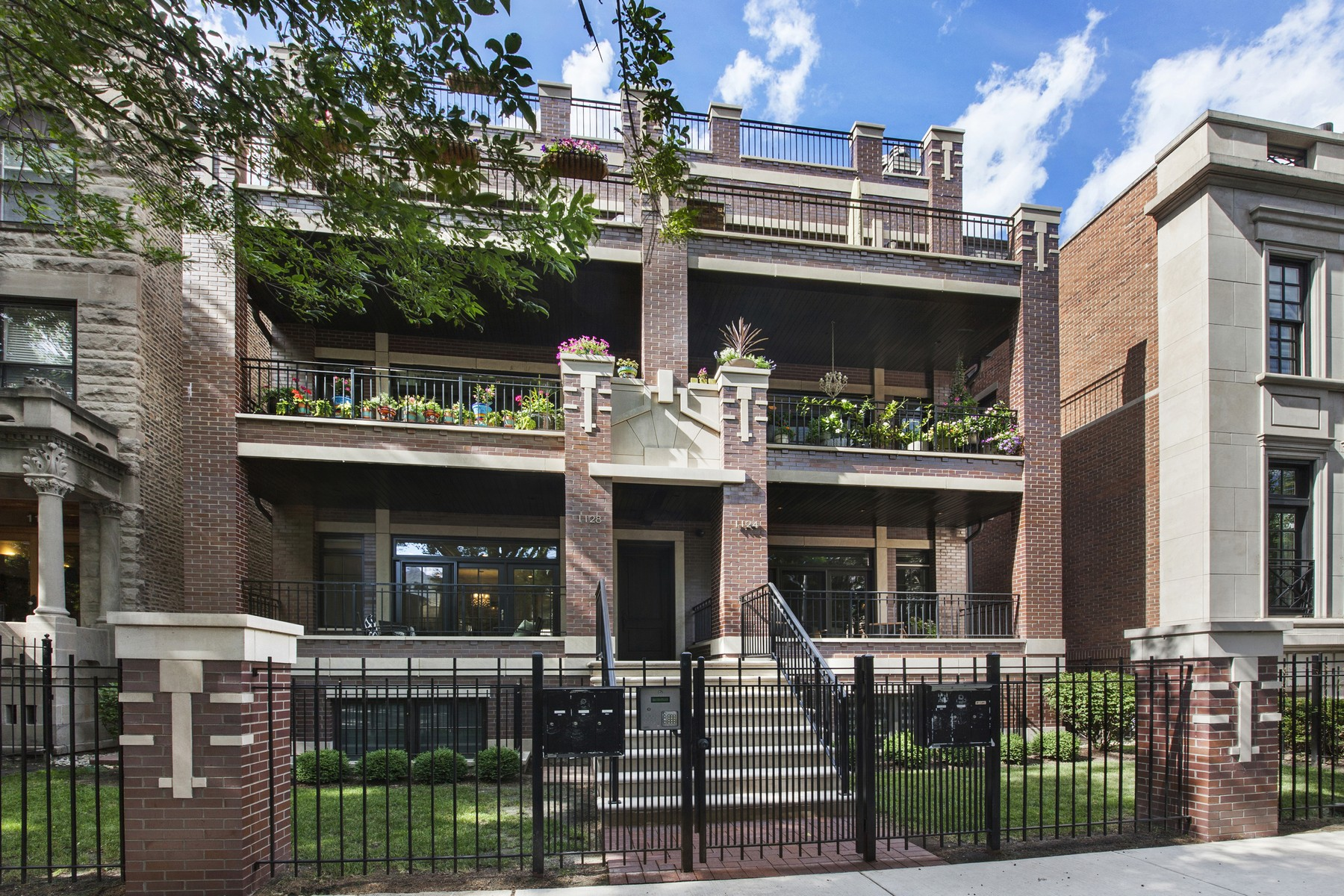 Loft/Duplex pour l Vente à Luxurious Lincoln Park Duplex 1124 W Wrightwood Avenue Unit 1E Lincoln Park, Chicago, Illinois, 60614 États-Unis