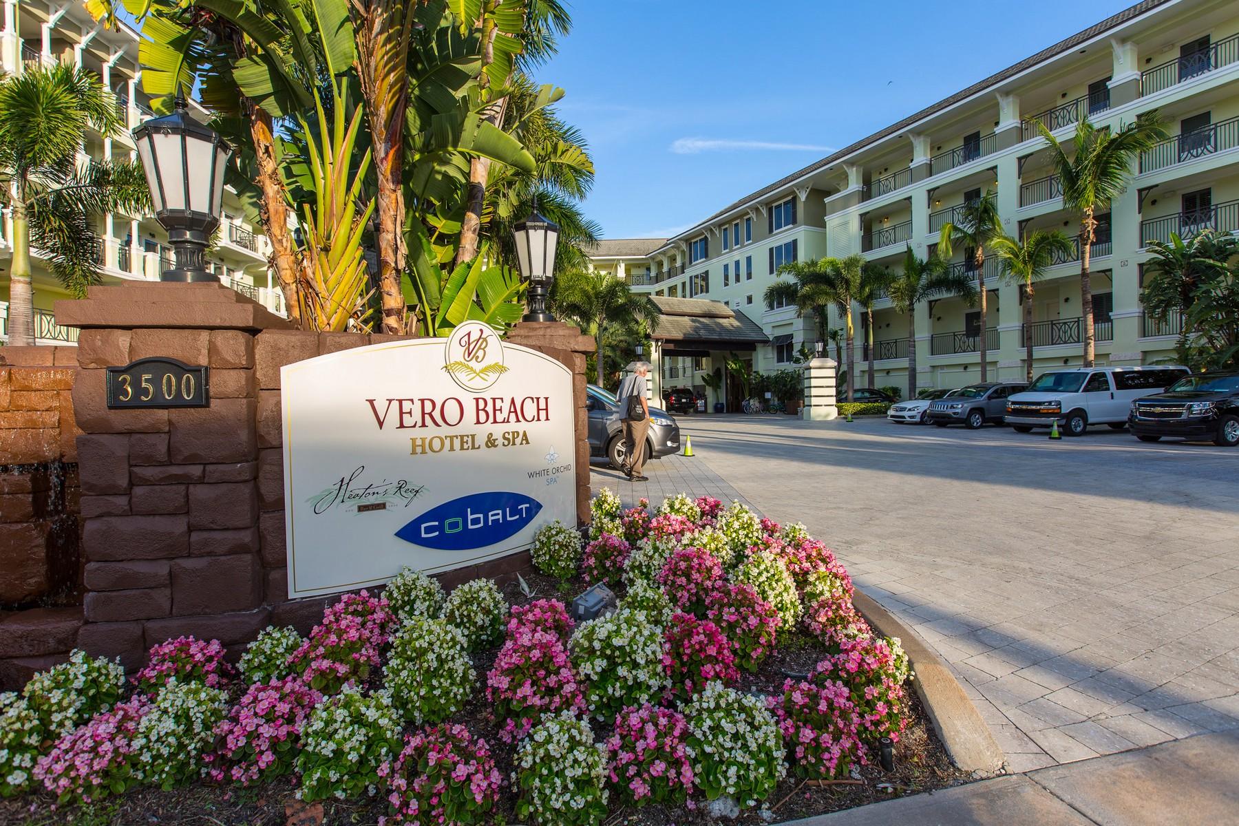 Copropriété pour l Vente à Oceanfront Penthouse in beautiful Vero Beach Hotel & Spa 3500 Ocean Drive #422 Vero Beach, Florida 32963 États-Unis