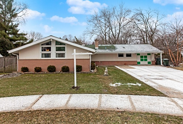 Casa para uma família para Venda às Exquisitely Renovated Three Bedroom Ranch Home In Terrific Glenview Location 2819 Virginia Lane Glenview, Illinois, 60025 Estados Unidos