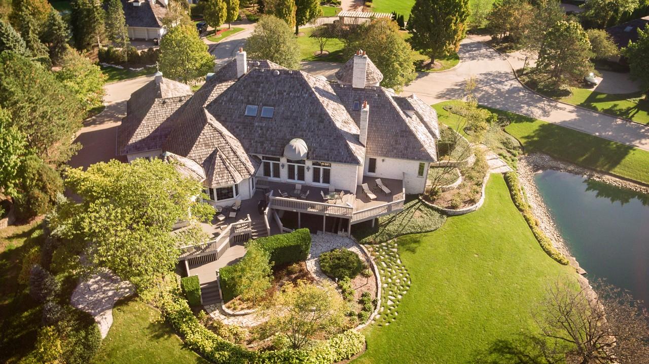 独户住宅 为 销售 在 18 Ambriance Drive 毛刺岭, 伊利诺斯州, 60527 美国
