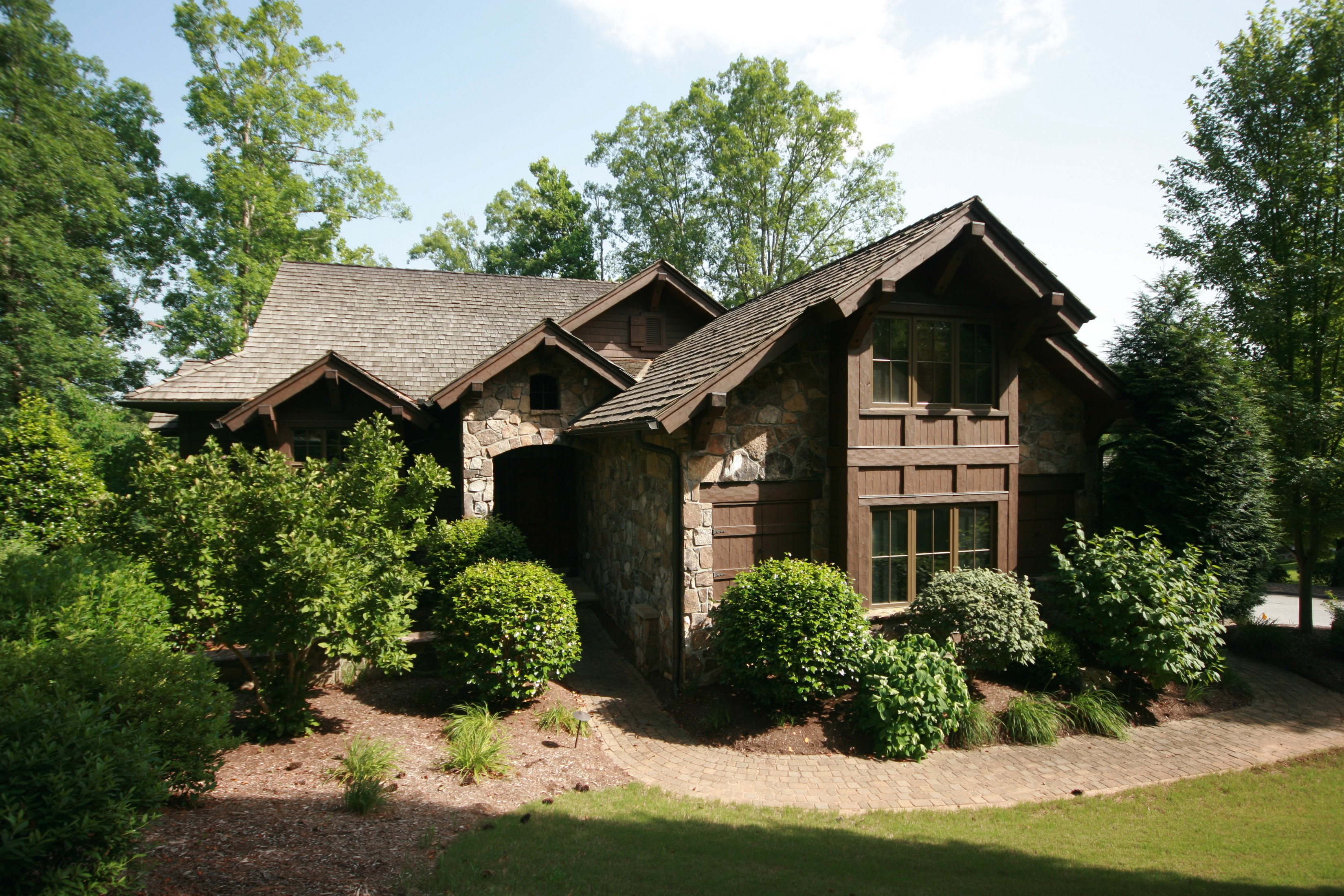Casa para uma família para Venda às Spectacular Lake Access Home Directly Across Cove from the Waterfall 405 Crossbill Court The Cliffs At Keowee Falls, Salem, Carolina Do Sul, 29676 Estados Unidos