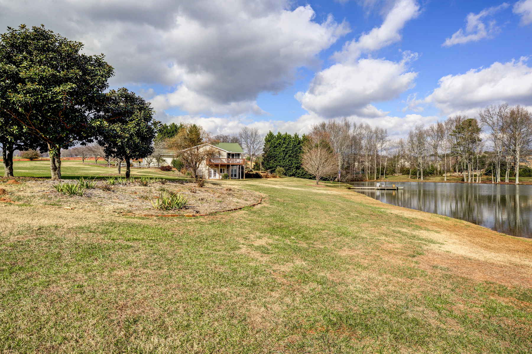 Additional photo for property listing at Beautiful Acreage On Lake 882 Auburn Road Dacula, Georgia 30019 Hoa Kỳ