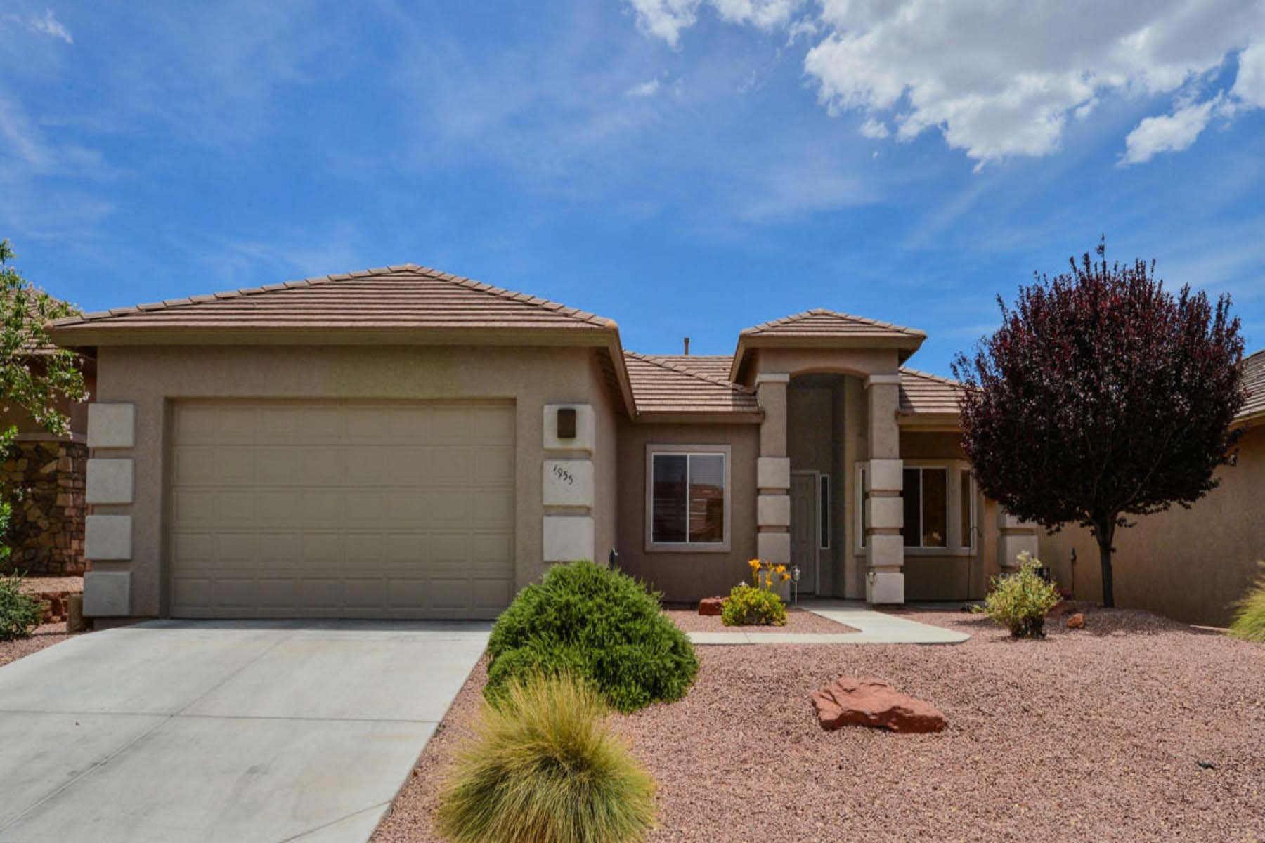 Single Family Home for Sale at Lovely sunny and desirable three bedroom split floor plan home with a den. 4955 E Somerset Drive Cornville, Arizona 86325 United States
