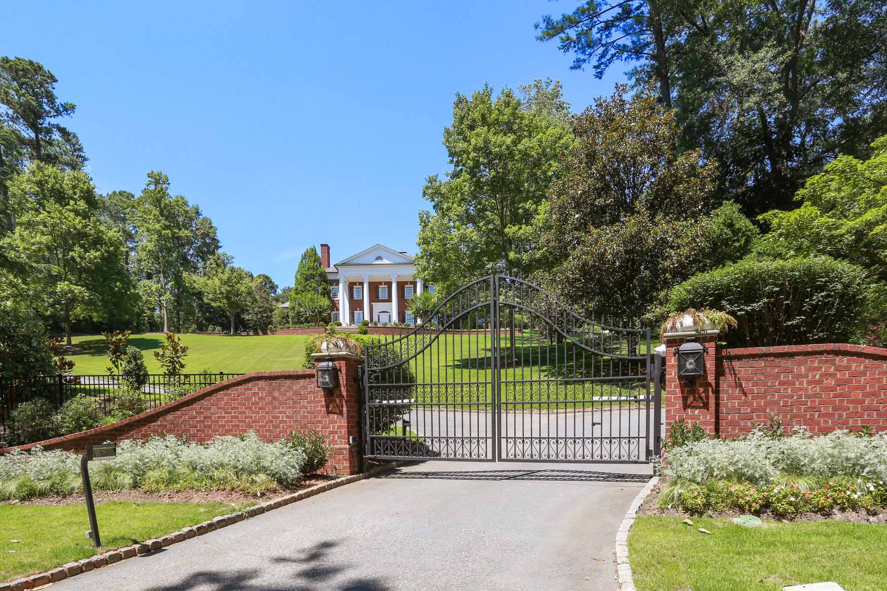 Villa per Affitto alle ore Magnificent Georgian Mansion 855 Davis Drive NW Atlanta, Georgia 30327 Stati Uniti