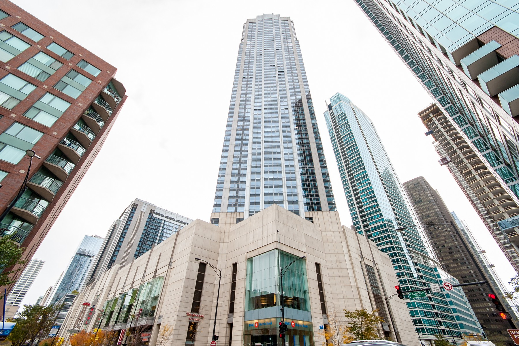 共管式独立产权公寓 为 销售 在 Magnificent Streeterville Condo 512 N Mcclurg Court Unit 607 Near North Side, Chicago, 伊利诺斯州 60611 美国
