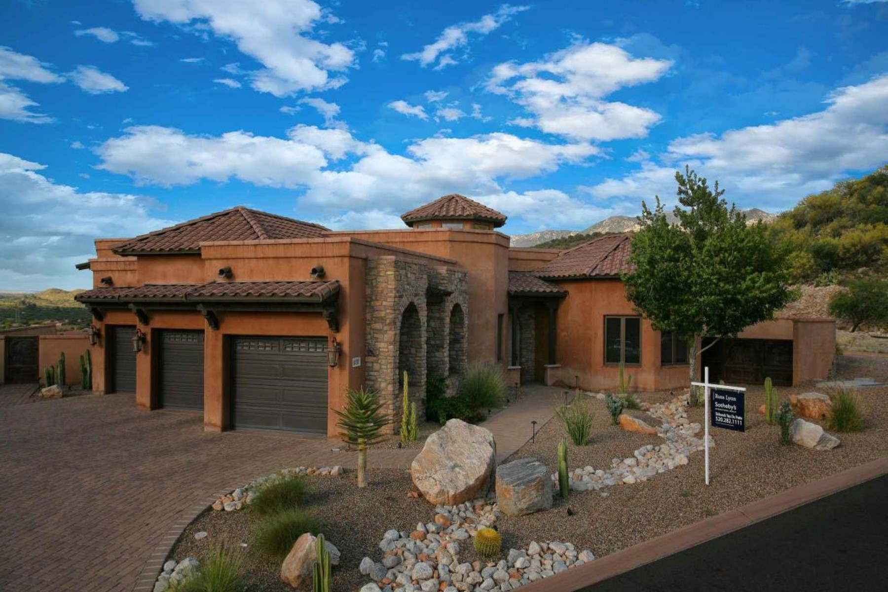Single Family Home for Sale at Custom Built Home In The Prestigous Community of Ponticello in La Reserve 10797 N Della Vita Place Oro Valley, Arizona 85737 United States