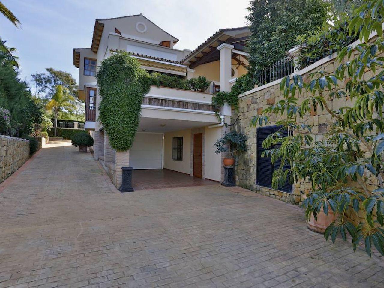 Property Of Villa in Nueva Andalucía