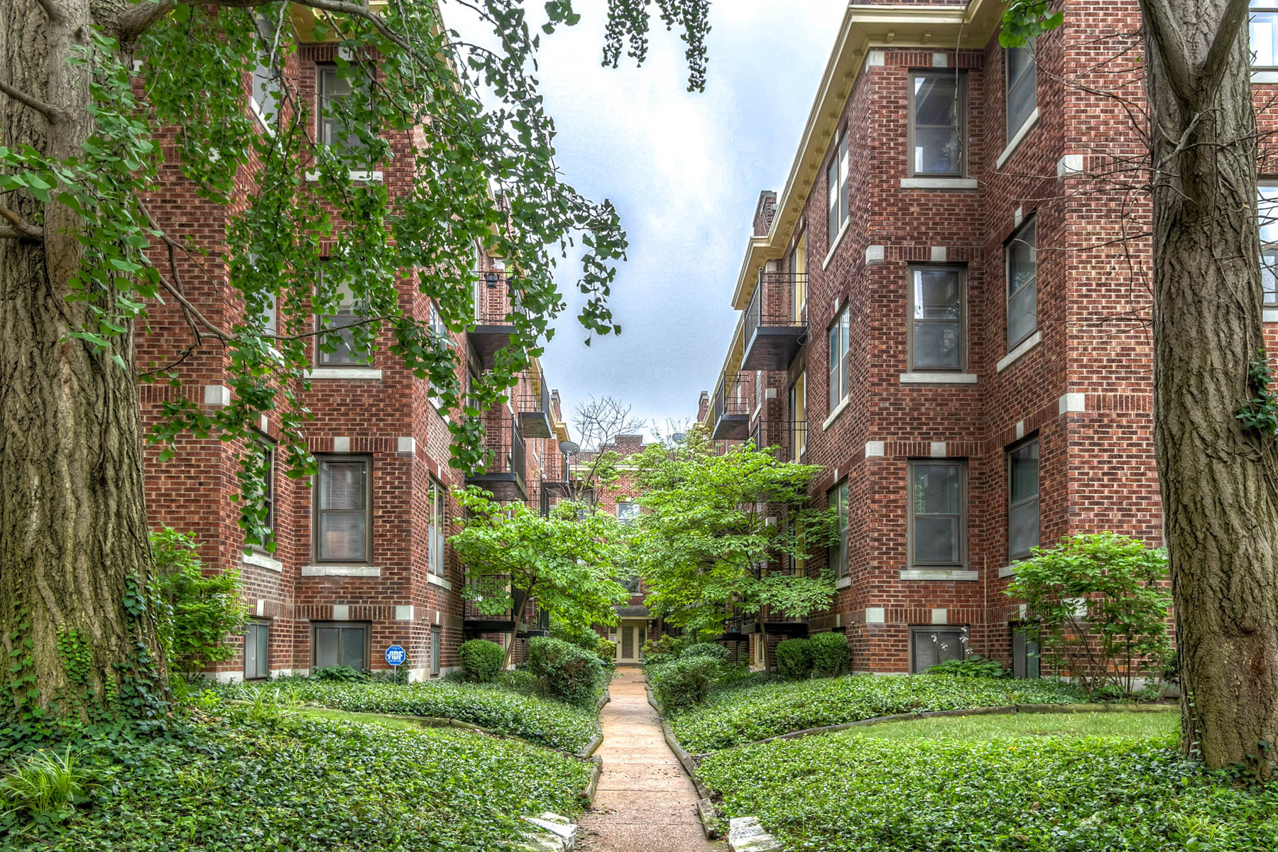 Condominium for Sale at Waterman 5574 Waterman #1 St. Louis, Missouri 63112 United States