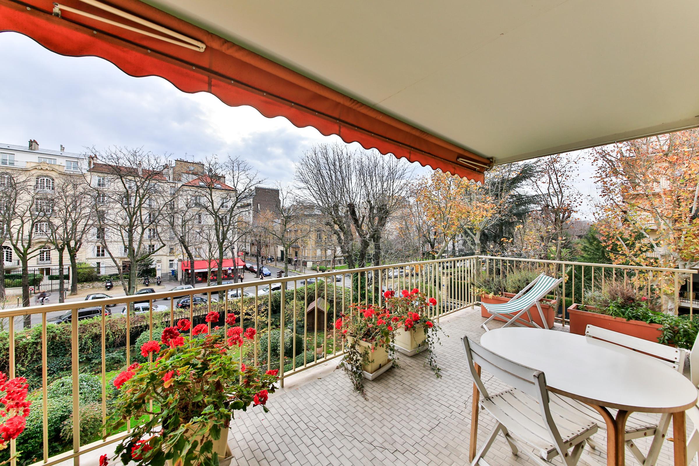 Apartment for Sale at Apartment - Mermoz / Pasteur Neuilly, Ile-De-France 92200 France