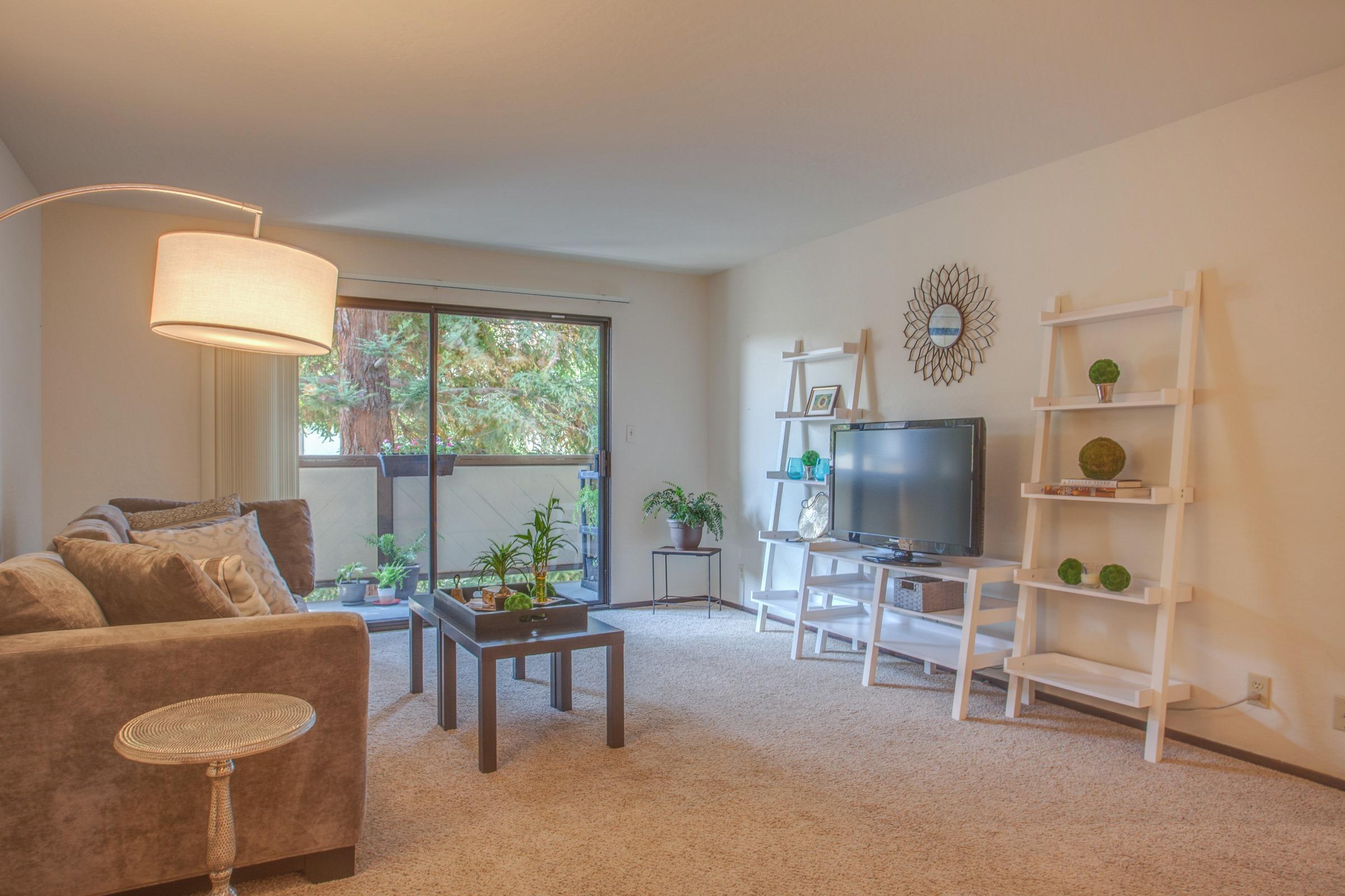 Appartement en copropriété pour l Vente à 1021 Marcie Cir., South San Francisco South San Francisco, Californie 94080 États-Unis