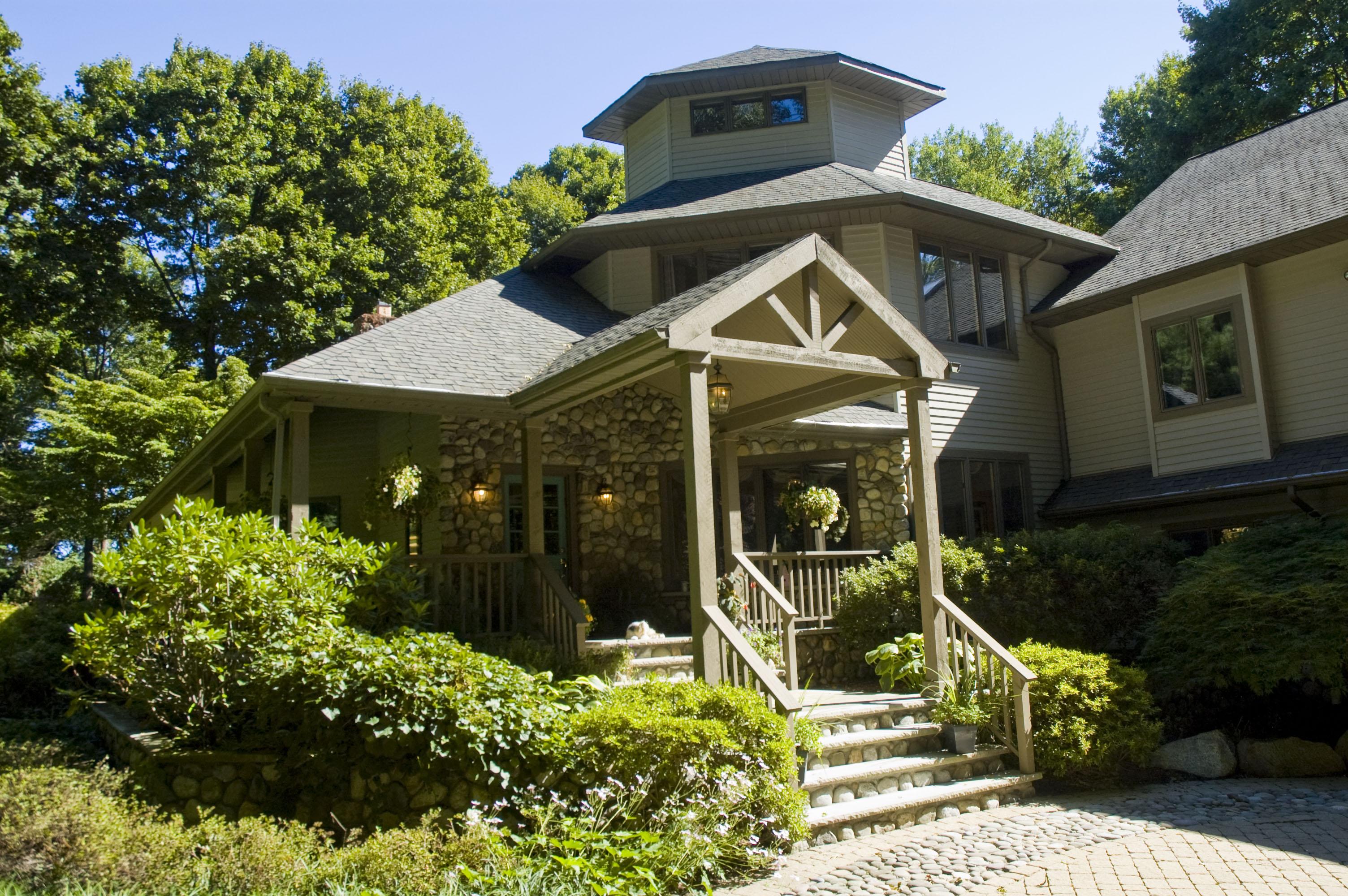 Частный односемейный дом для того Продажа на Adirondack Style Home 27 Glasgow Terrace Mahwah, 07430 Соединенные Штаты