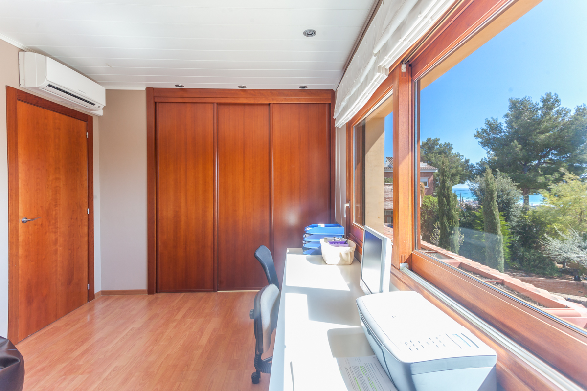 Property Of Magnificent house in an excellent location in Castelldefels