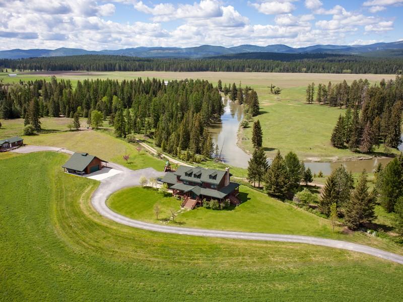 Casa Unifamiliar por un Venta en Custom Farmhouse and Guest House 458 Hansen Lane Whitefish, Montana 59937 Estados Unidos