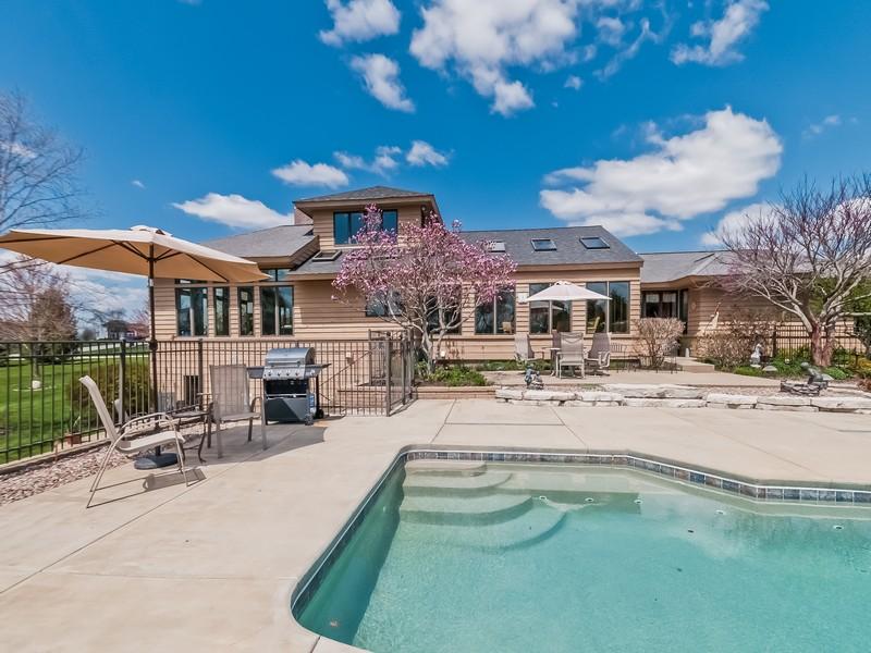 獨棟家庭住宅 為 出售 在 American Prairie Style Home 6N247 Prairie Valley Drive St. Charles, 伊利諾斯州, 60175 美國