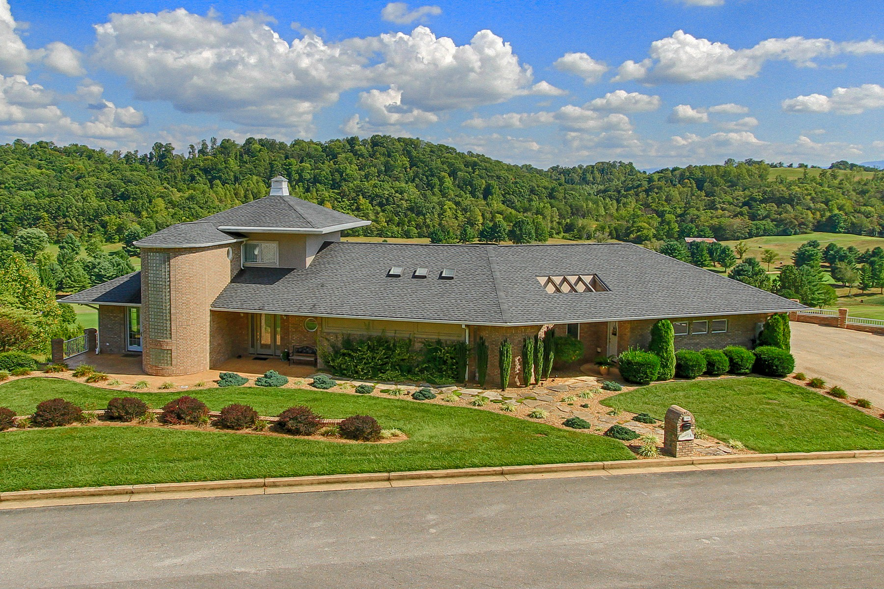 Property For Sale at Exceptional Design in Graysburg Hills