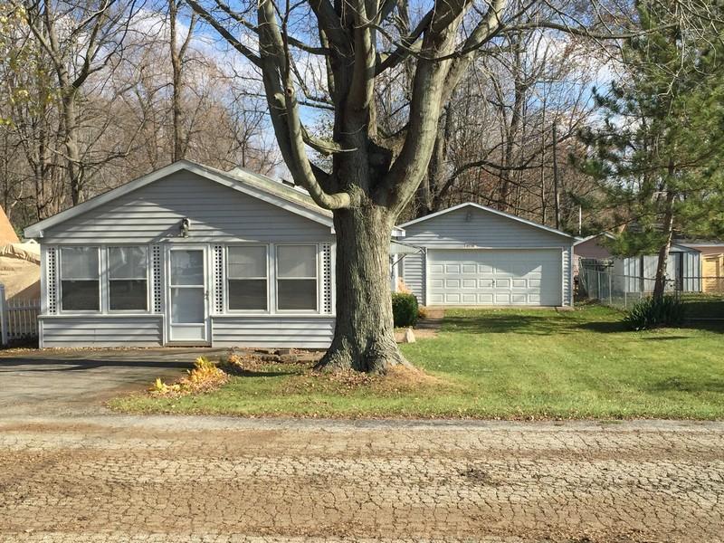 Vivienda unifamiliar por un Venta en Cute Cottage 43361 Van Auken Drive Bangor, Michigan 49013 Estados Unidos