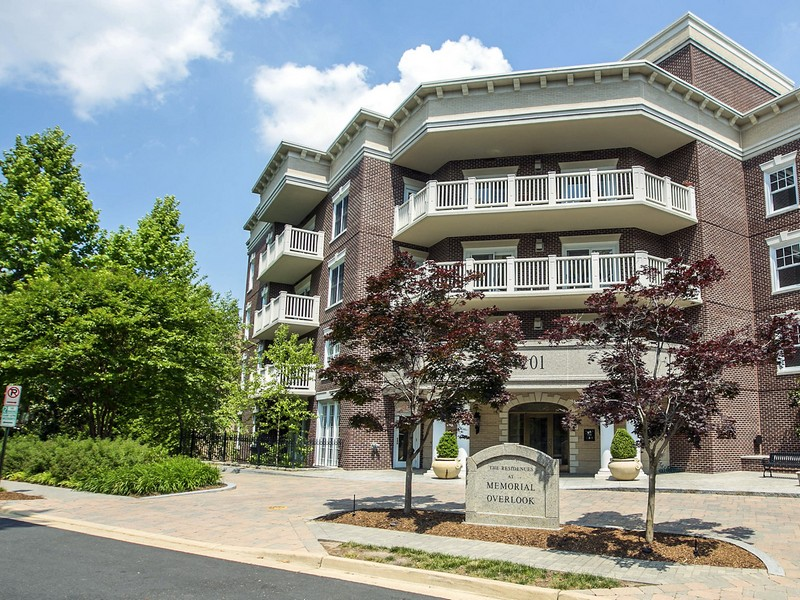 Condominium for Rent at Perfect Pied-a-Terre at Memorial Overlook 1201 Nash St 106 Arlington, Virginia 22209 United States