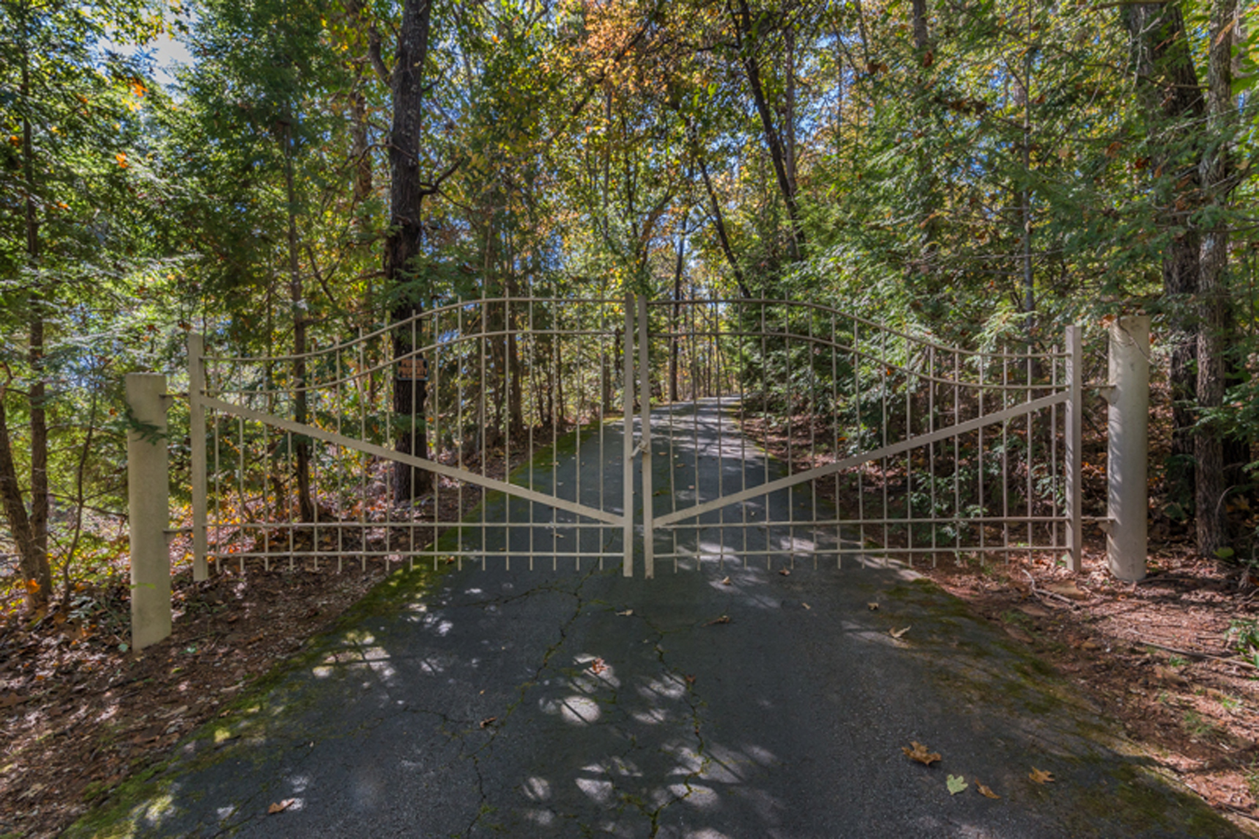 Single Family Home for Sale at Gated Estate With Mountain Views On 30 Acres 2018 Highway 184 Toccoa, Georgia, 30577 United States