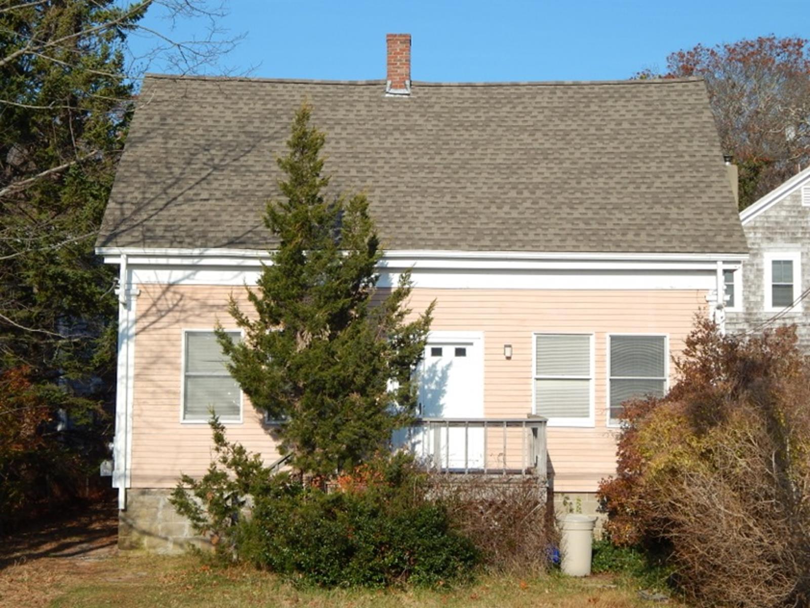 Moradia para Venda às Classic Cape 252 Bradford Street Provincetown, Massachusetts 02657 Estados Unidos