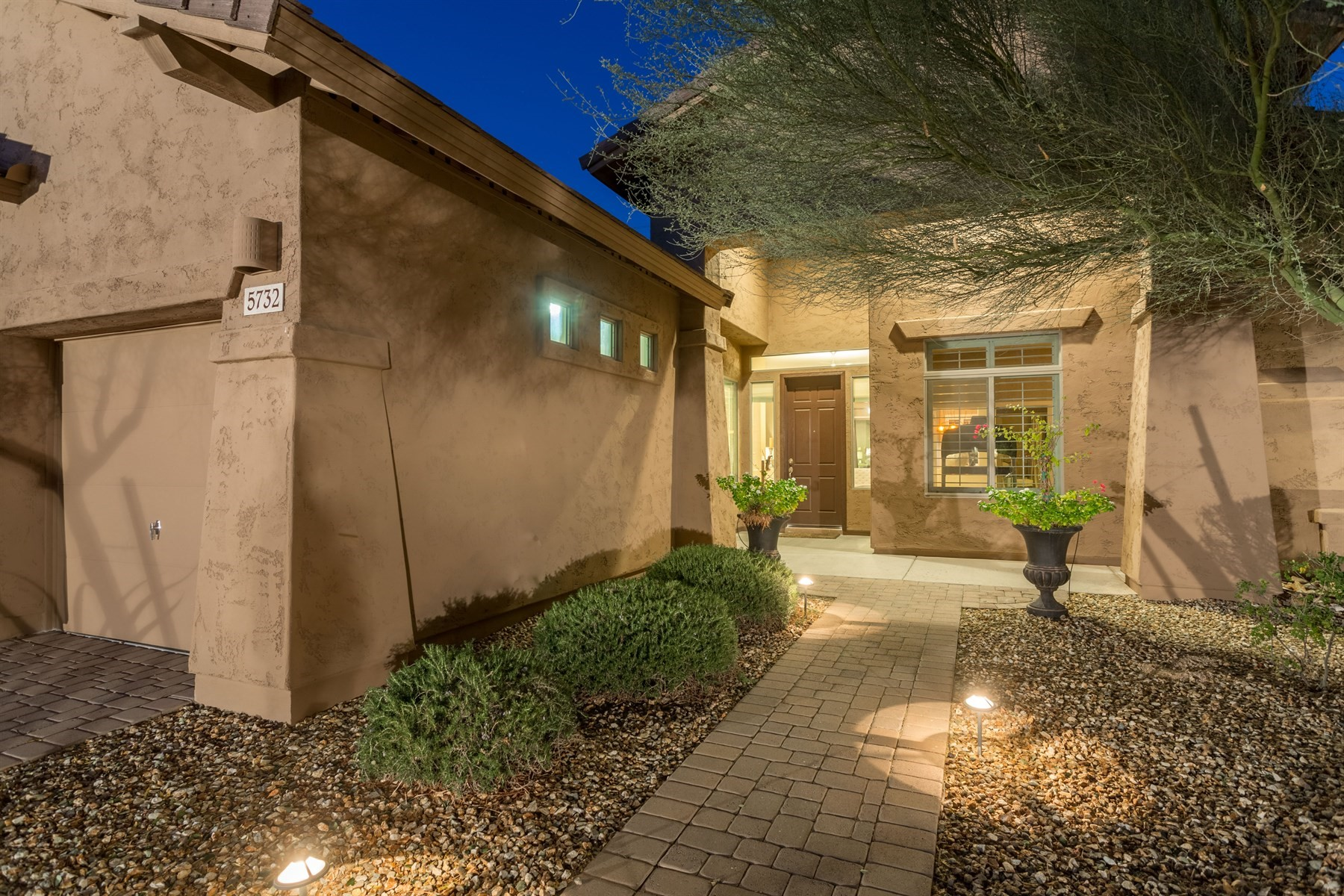 Maison unifamiliale pour l Vente à Highly desirable home in Stetson Valley 5732 W Plum Rd Phoenix, Arizona, 85083 États-Unis