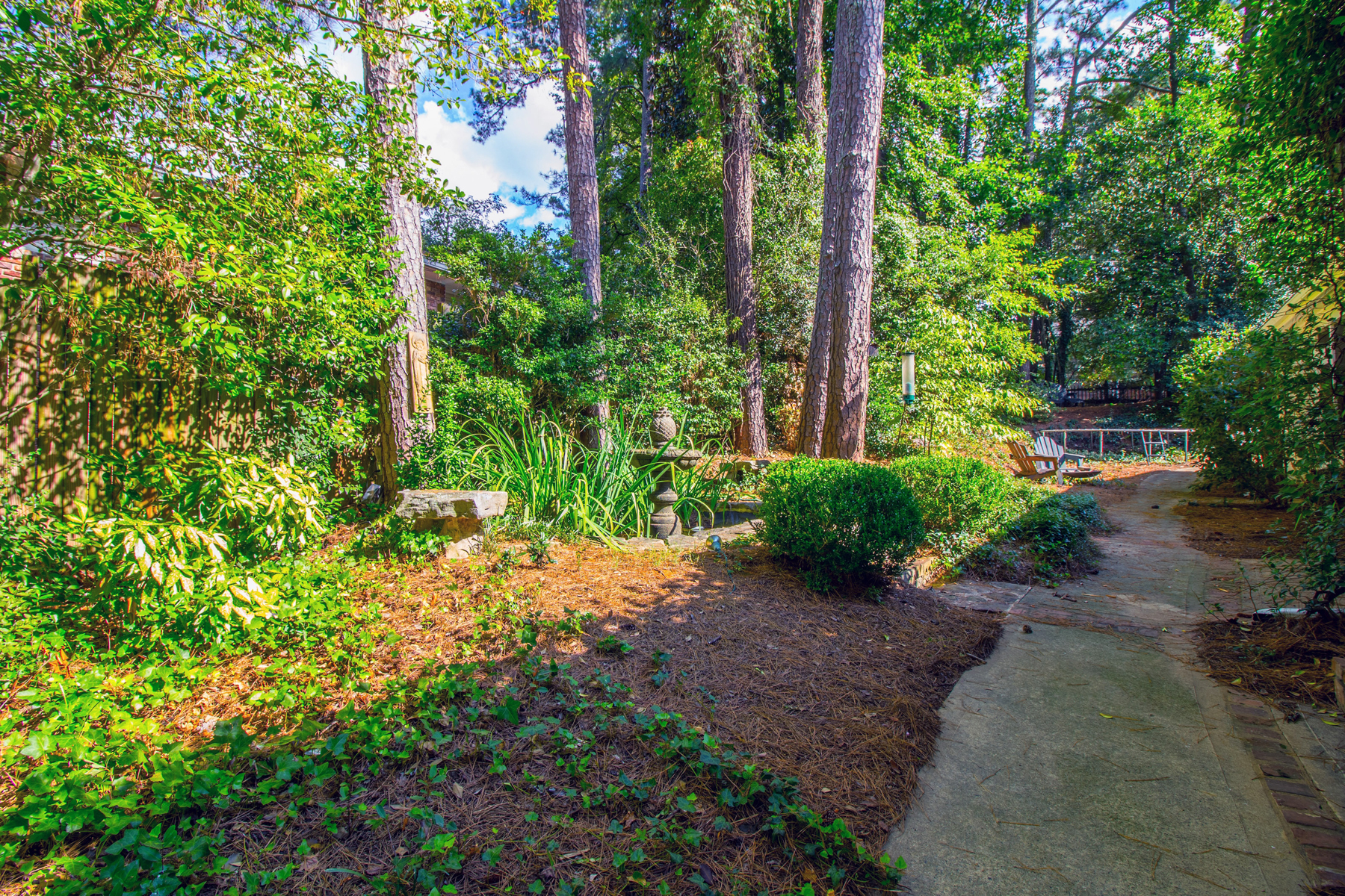 Additional photo for property listing at Large Open Concept Home In One Of Buckhead's Best Neighborhoods 3115 E Wood Valley Road NW Atlanta, Georgia 30327 Hoa Kỳ