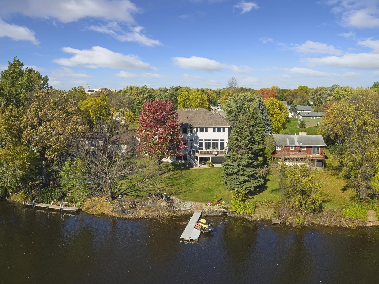 独户住宅 为 销售 在 3864 114th Lane NW Coon Rapids, 明尼苏达州, 55433 美国