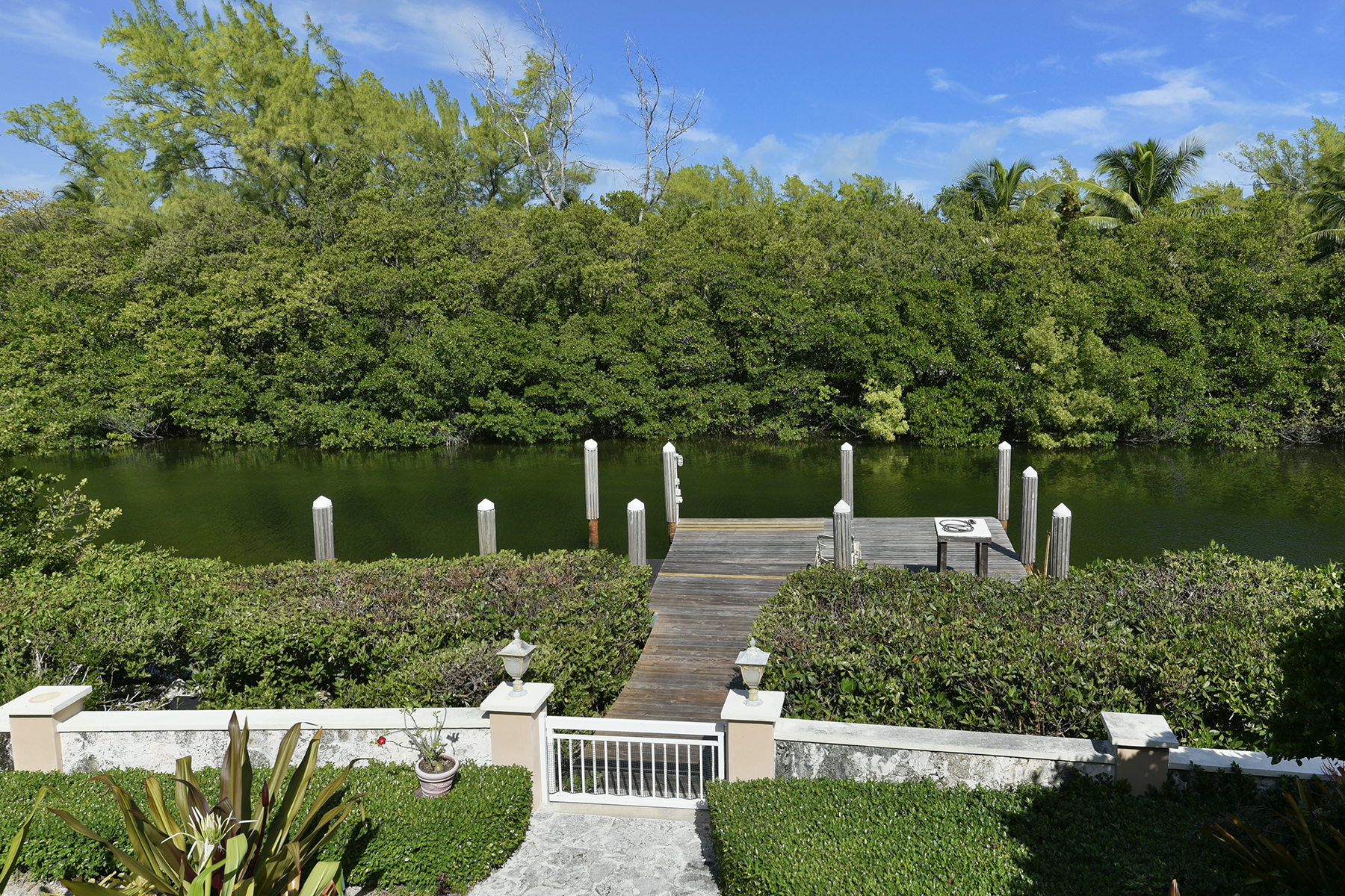 Additional photo for property listing at Private Setting 146 Sapodilla Drive Islamorada, Флорида 33036 Соединенные Штаты