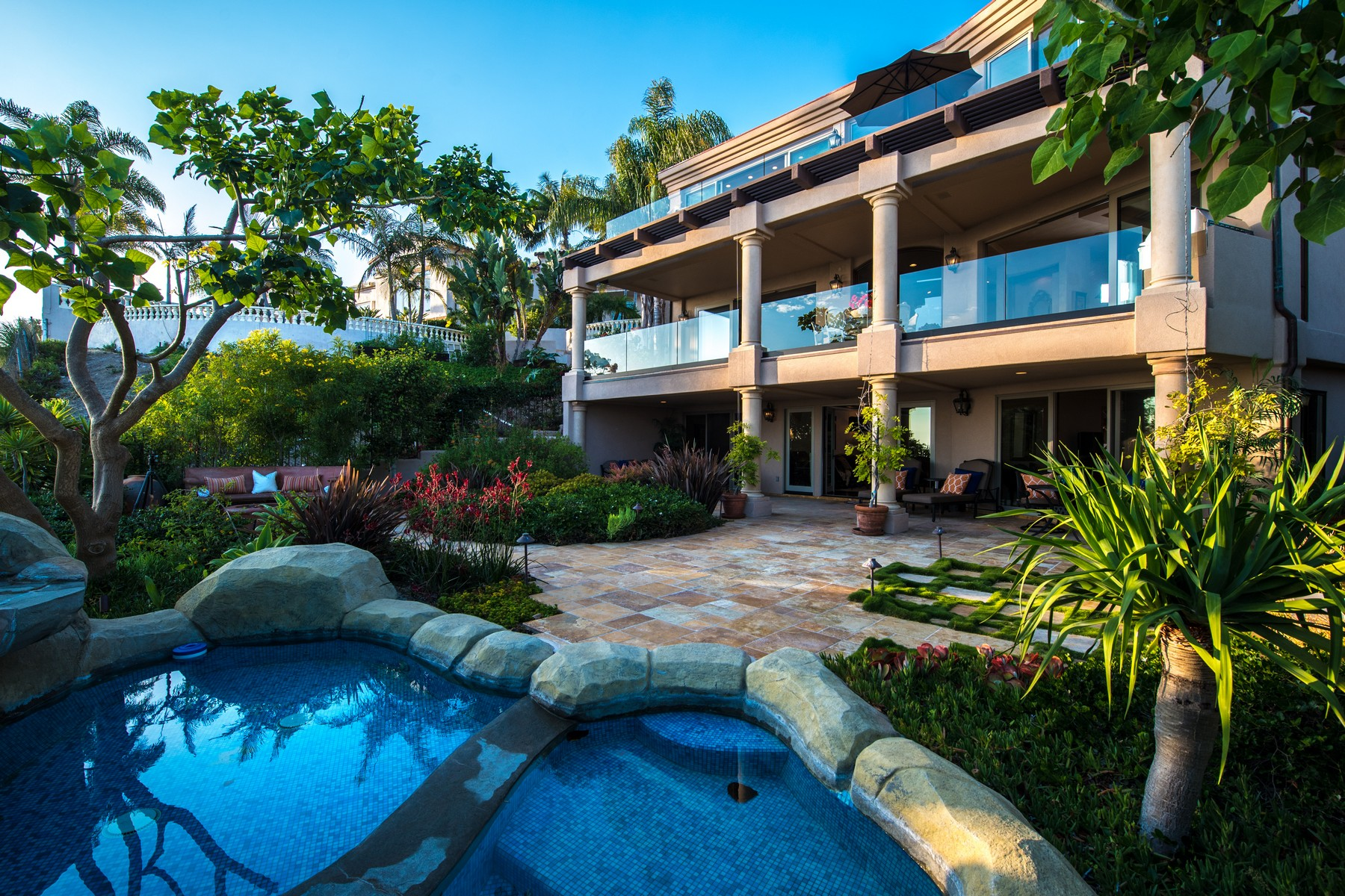 独户住宅 为 销售 在 7240 Encelia Drive 拉荷亚, 加利福尼亚州 92037 美国