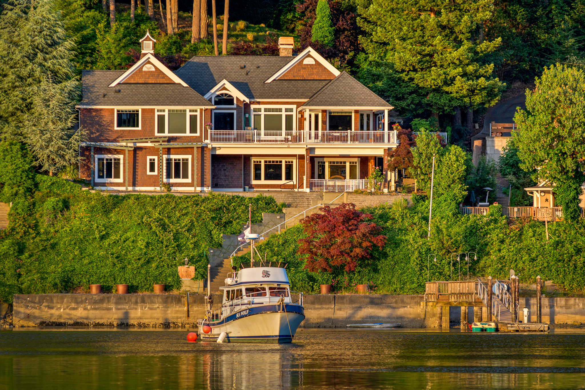 Maison unifamiliale pour l Vente à Gig Harbor Waterfront Living 8104 Goodman Drive Gig Harbor, Washington, 98335 États-Unis