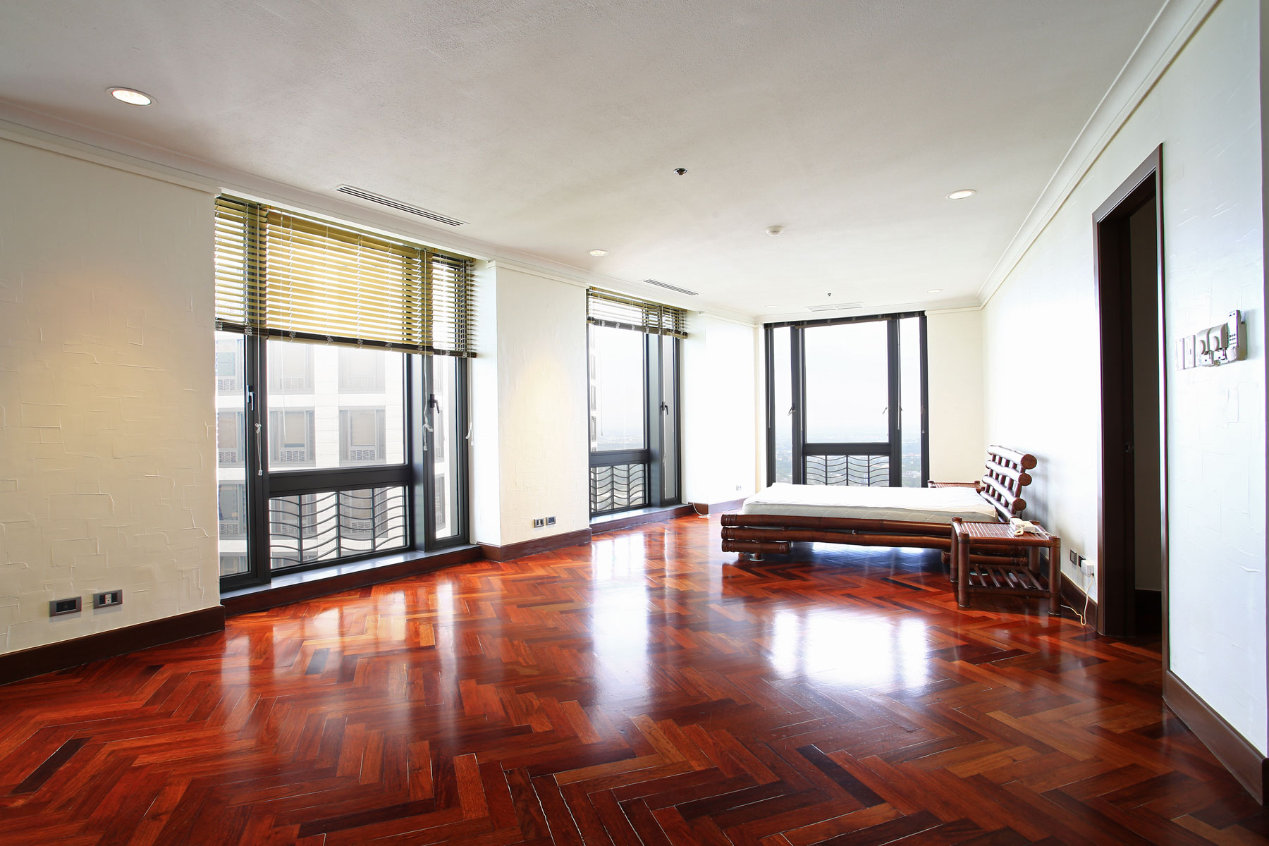 コンドミニアム のために 売買 アット Custom Built Grand 4 Bedroom Apartment Essensa 21st Drive corner 5th Ave. Taguig, Luzon 1634 フィリピン