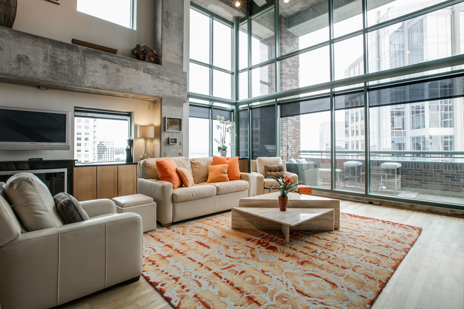 Condomínio para Venda às Sexy Lofts with Downtown Views 1999 McKinney Avenue #1808 Dallas, Texas, 75201 Estados Unidos