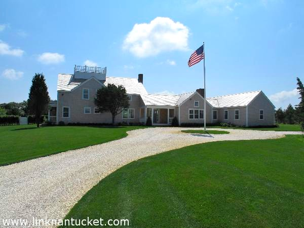 Casa Unifamiliar por un Venta en Two Dwellings on Three Acres! Nantucket, Massachusetts, 02554 Estados Unidos