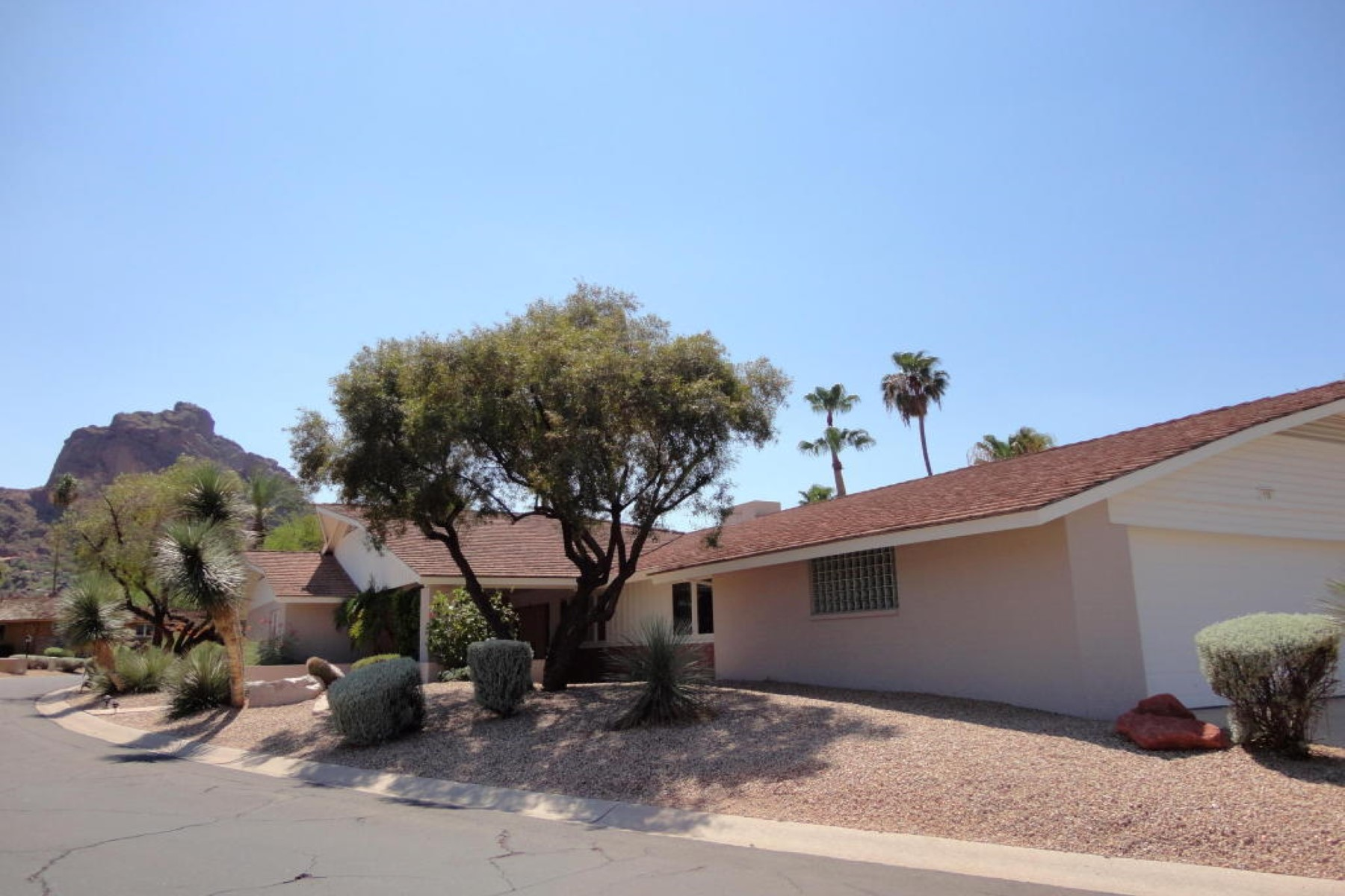 Single Family Home for Sale at Fantastic location right in the heart of Paradise Valley. 5525 E LINCOLN DR 116 Paradise Valley, Arizona 85253 United States