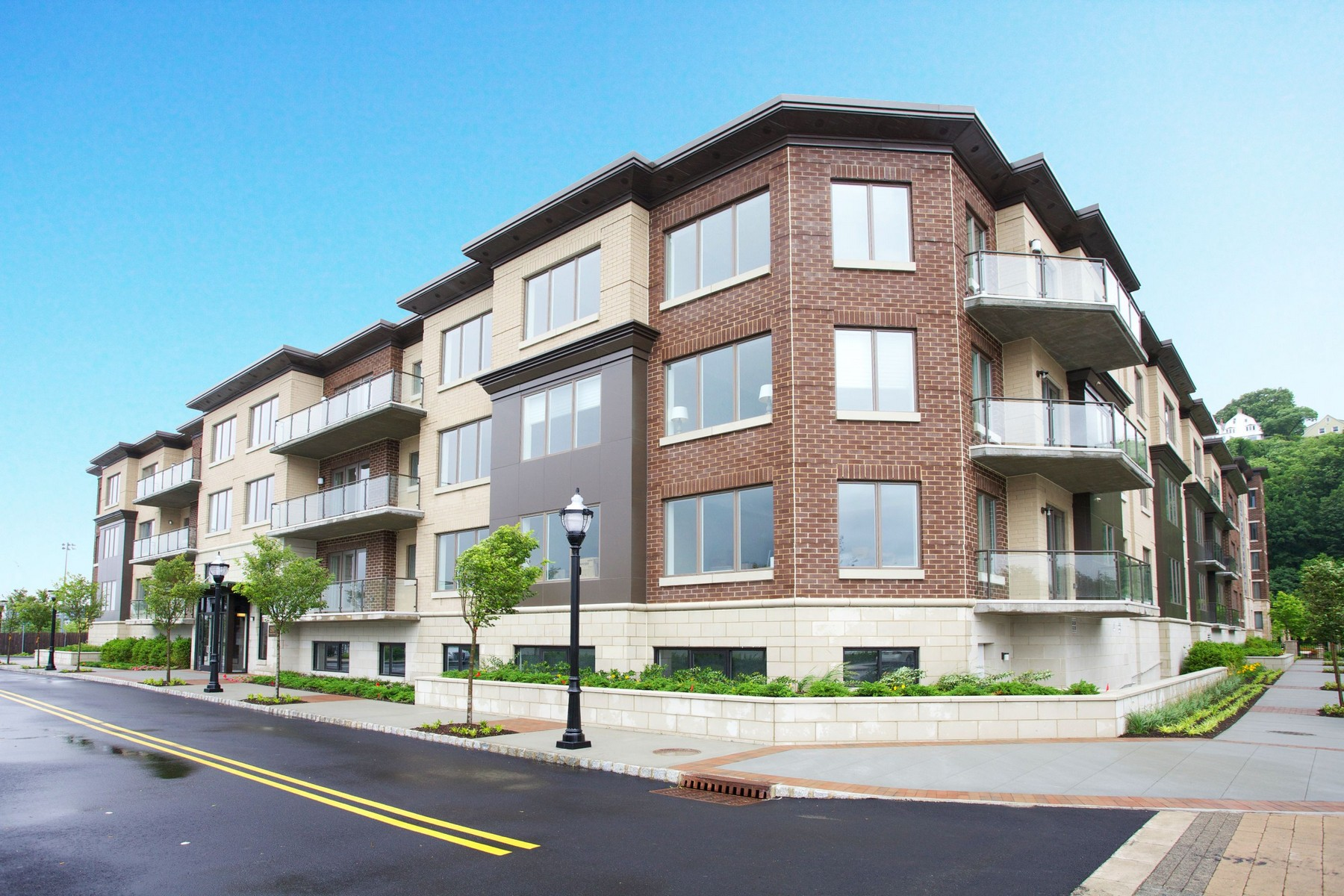 Condominium for Sale at Gem on the Hudson 44 Eton Row Henley on Hudson Weehawken, New Jersey 07086 United States